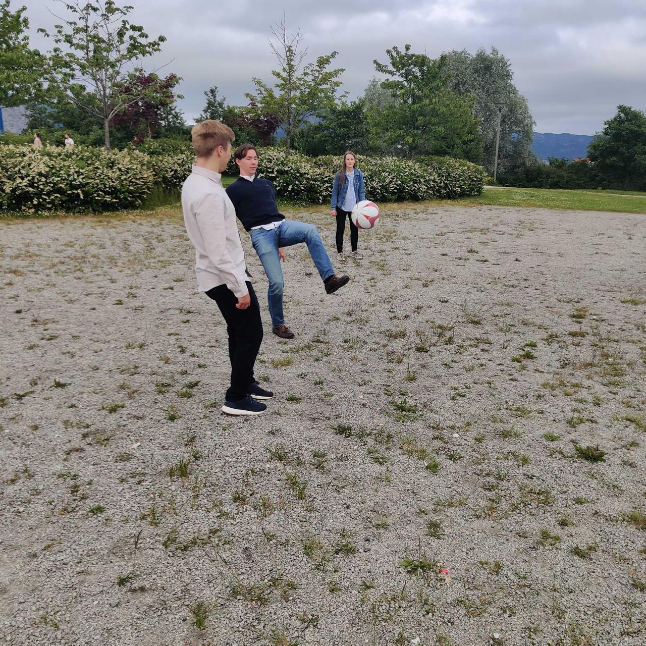 People in nature, Jeans, Sky, Plant, Cloud, Tree, Gesture, Grass