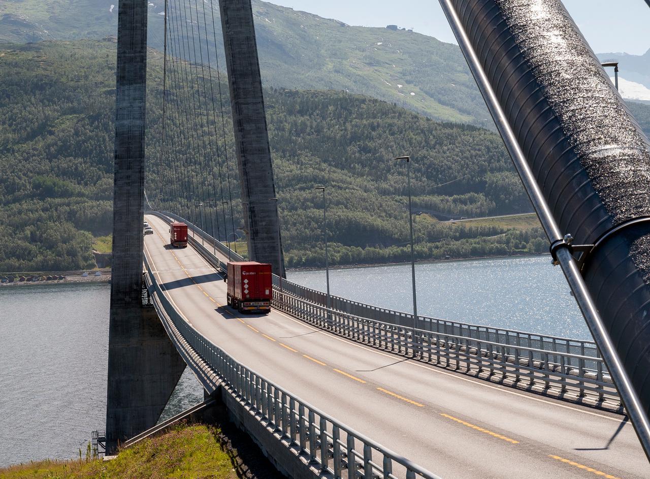 Water resources, Girder bridge, Sky, Vehicle, Infrastructure, Lake, Tree, Line, Mountain