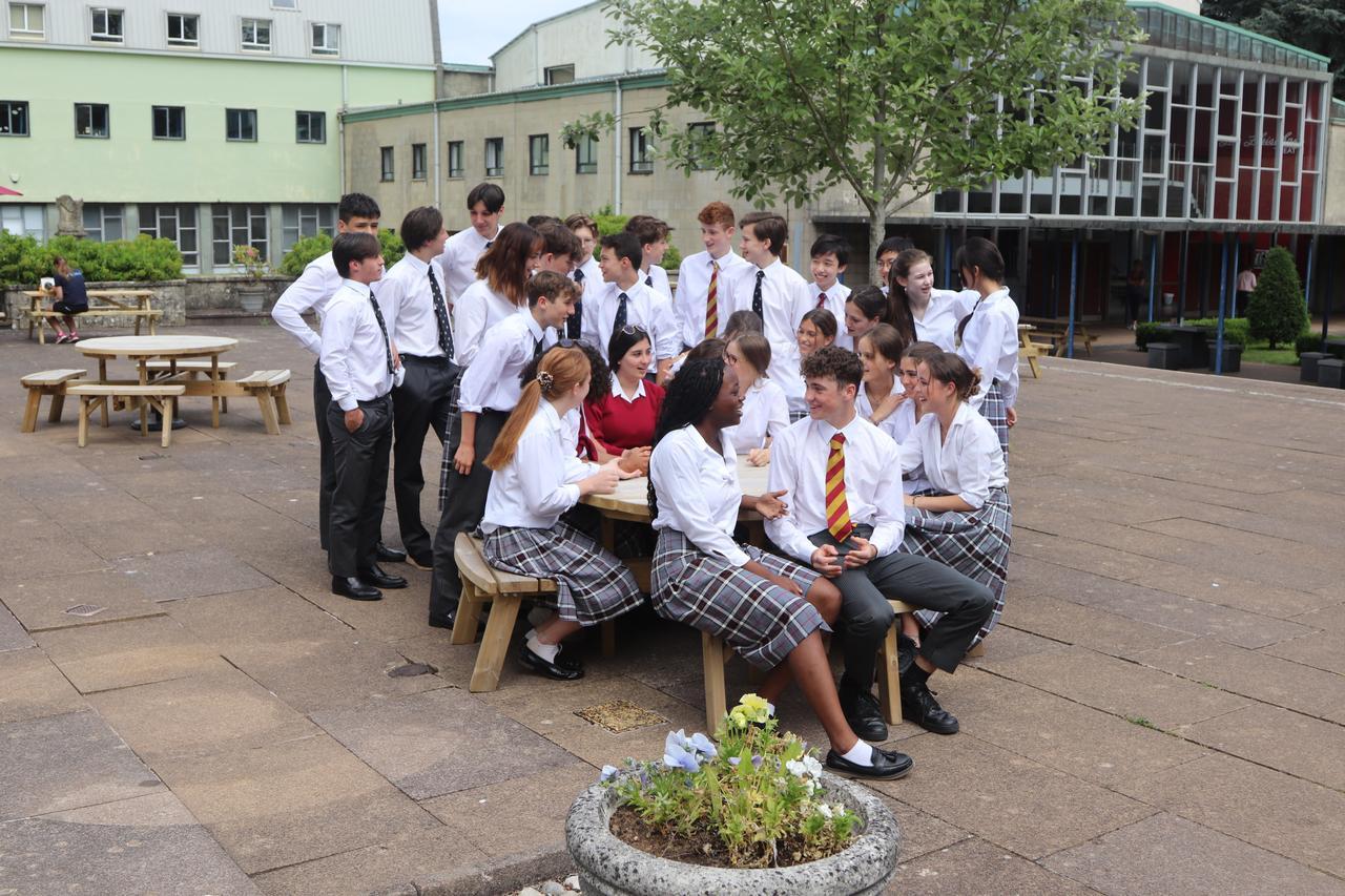 School uniform, Public space, Footwear, Plant, Leisure, Tree, Sneakers