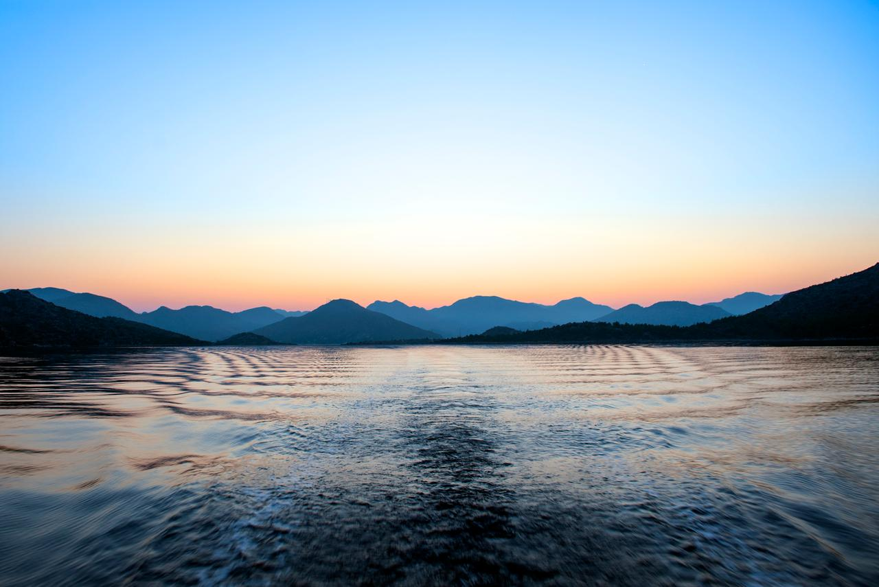 Water resources, Natural landscape, Sky, Atmosphere, Mountain, Azure, Afterglow, Cloud, Dusk