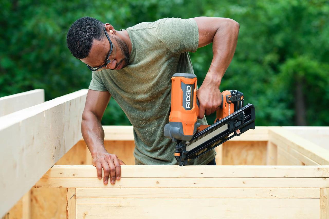 Hand, Arm, Vertebrate, Muscle, Carpenter, Wood, Tradesman, Mammal, Tree, Shorts