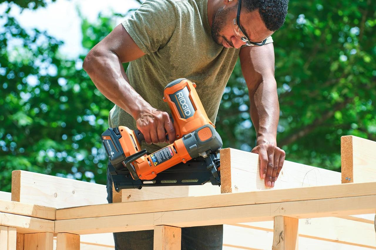 Concrete saw, Construction worker, Chainsaw, Tradesman, Carpenter, Wood, Tree
