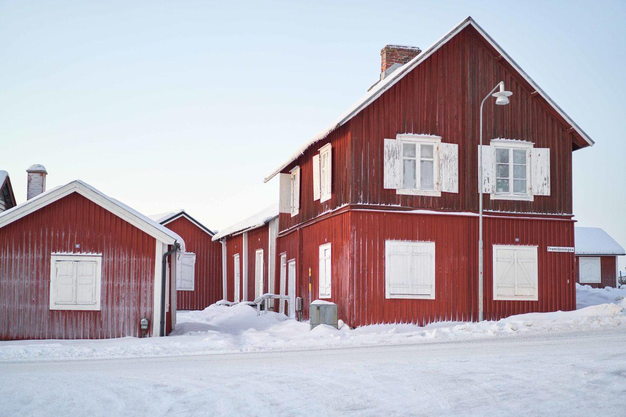 Sugar house, Sky, Building, Snow, Window, Slope, Wood, Cottage, Freezing
