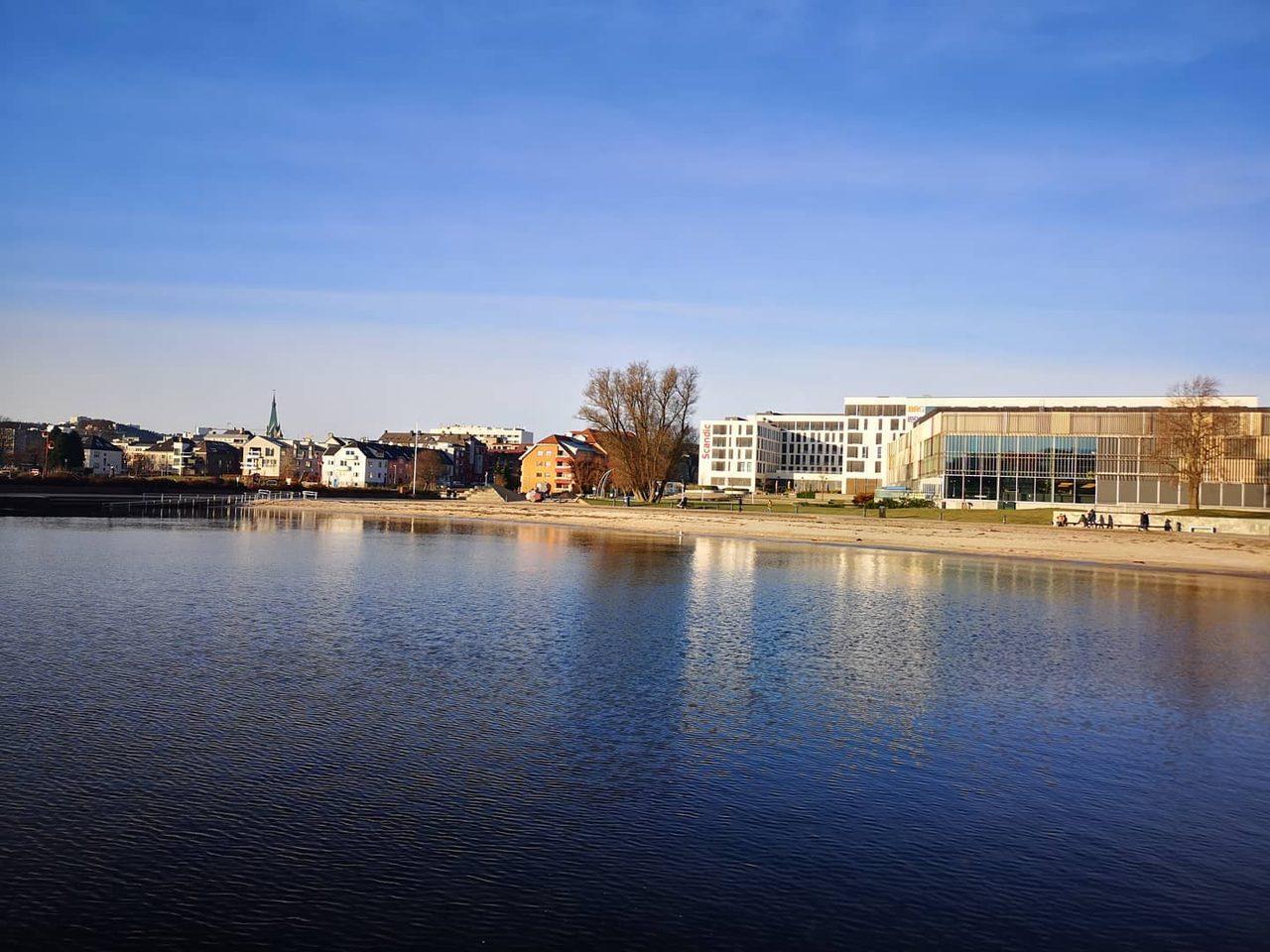 Water, Sky, Building, Cloud, Lake, Bank