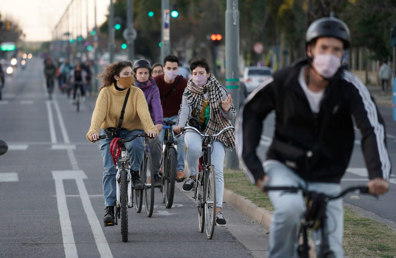 Bicycles--Equipment and supplies, Land vehicle, Bicycle frame, Tire, Wheel, Human