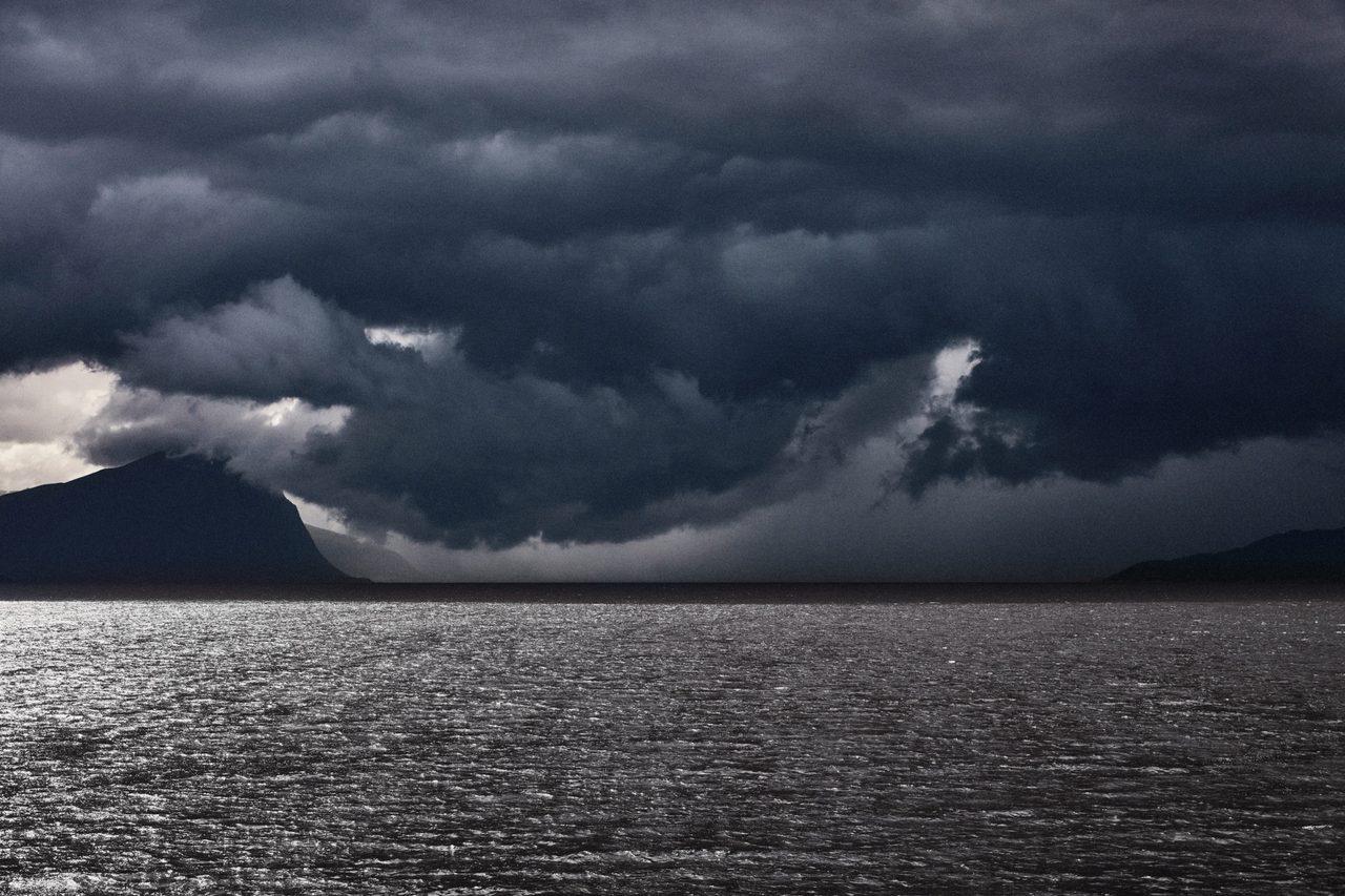 Coastal and oceanic landforms, Water resources, Cloud, Sky, Atmosphere, Grey, Cumulus, Horizon