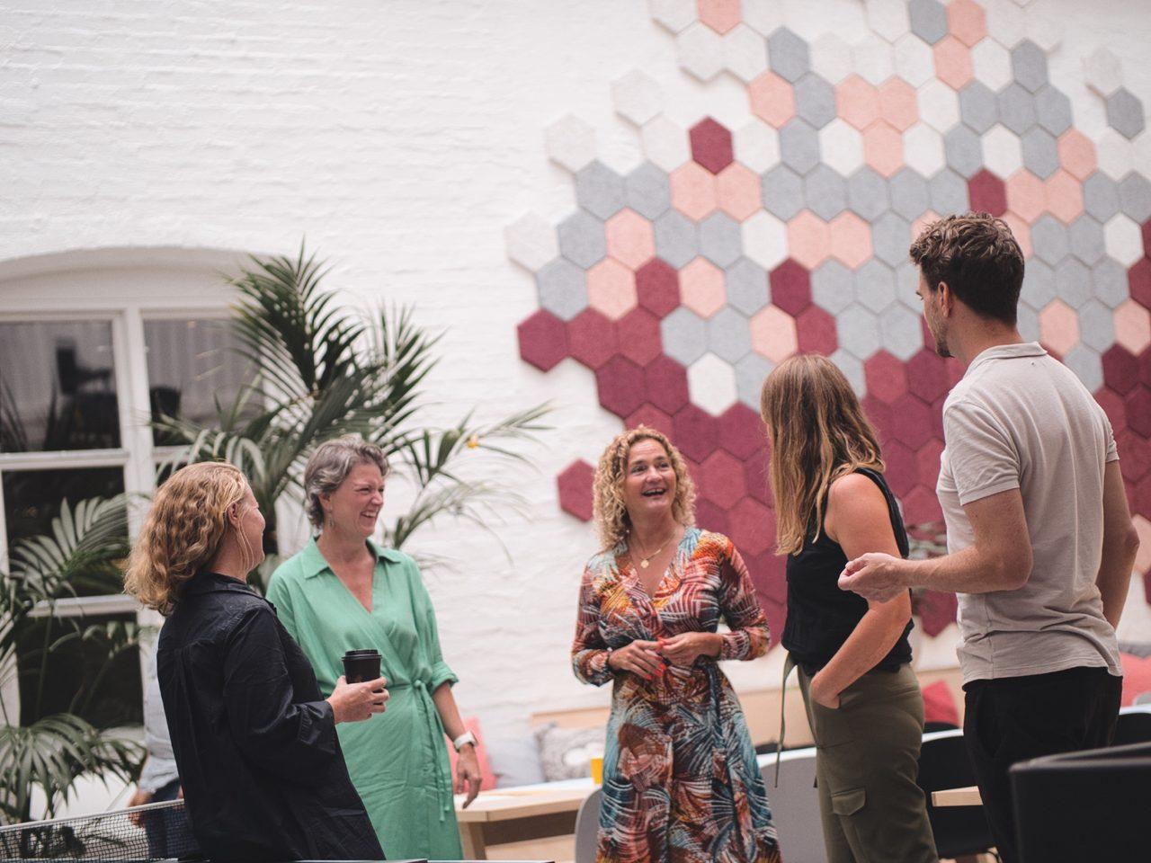Interior design, Social group, Microphone, Plant, Human, Fashion, Fun, Interaction, Entertainment, Community