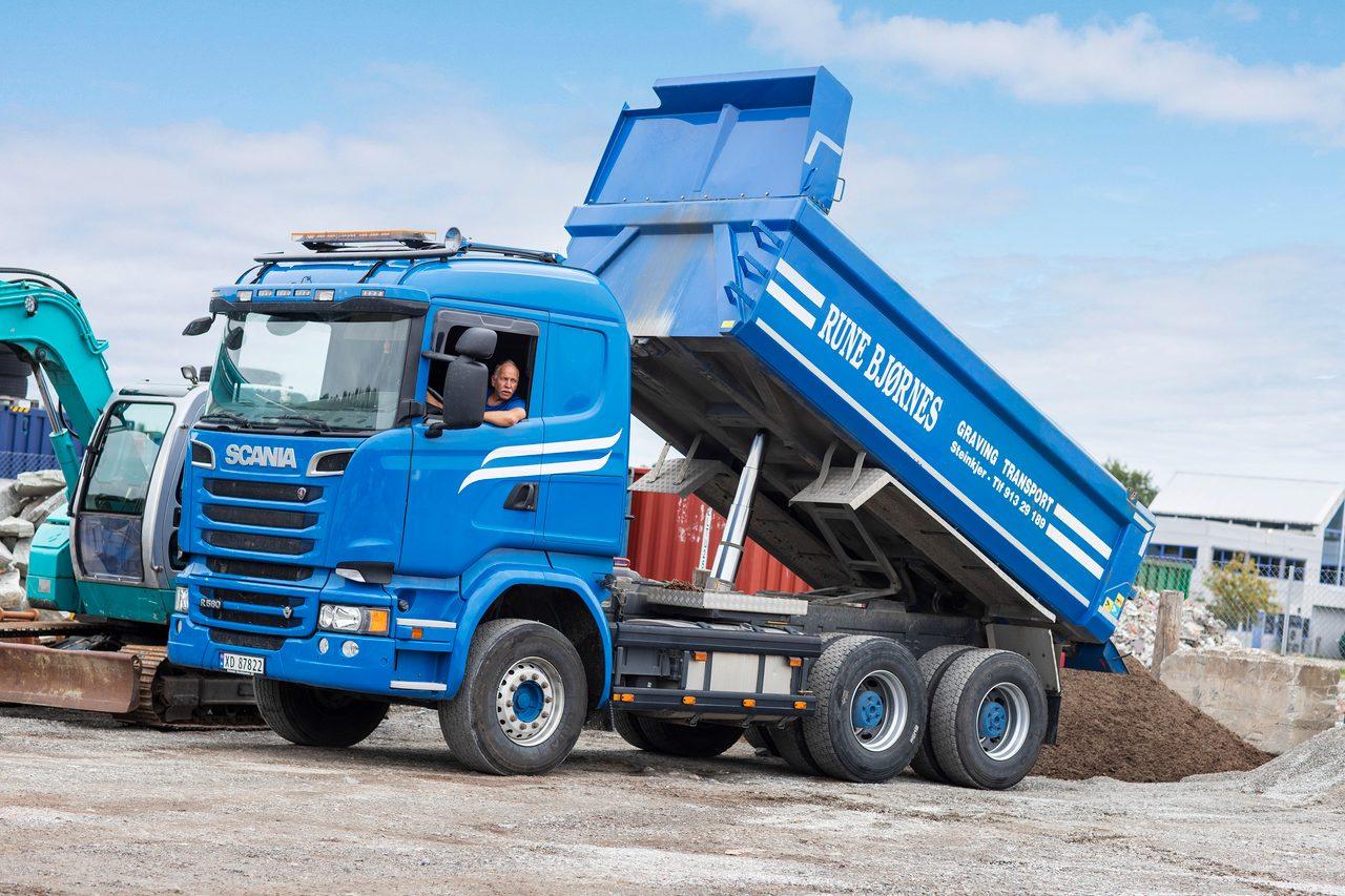 Automotive tire, Motor vehicle, Wheel, Sky, Truck, Cloud, Blue, Tread