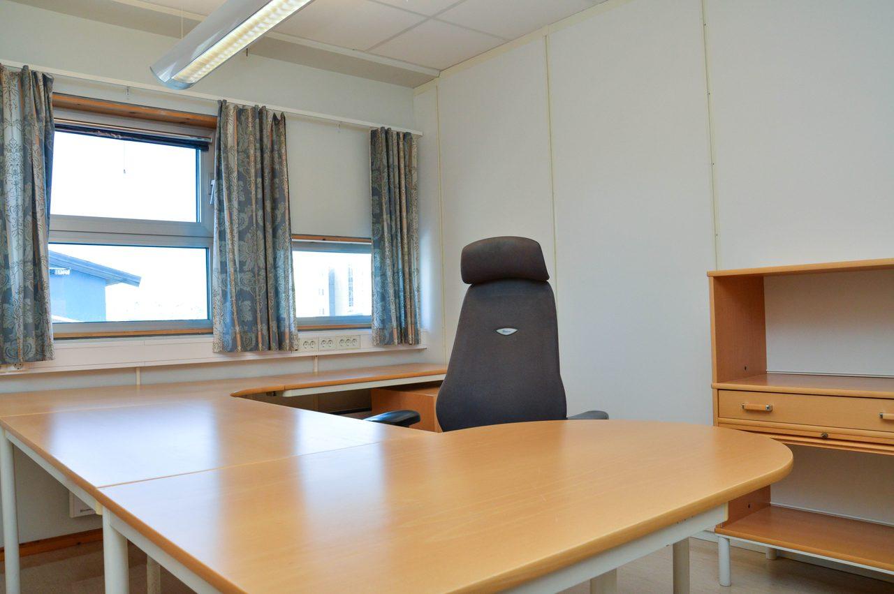 Interior design, Table, Furniture, Property, Window, Building, Wood, Lighting, Desk, Fixture