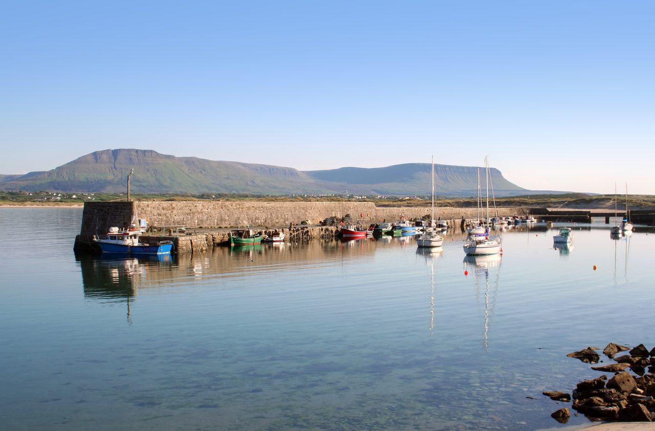 Coastal and oceanic landforms, Water, Sky, Boat, Cloud, Mountain, Watercraft, Plant, Lake, Vehicle
