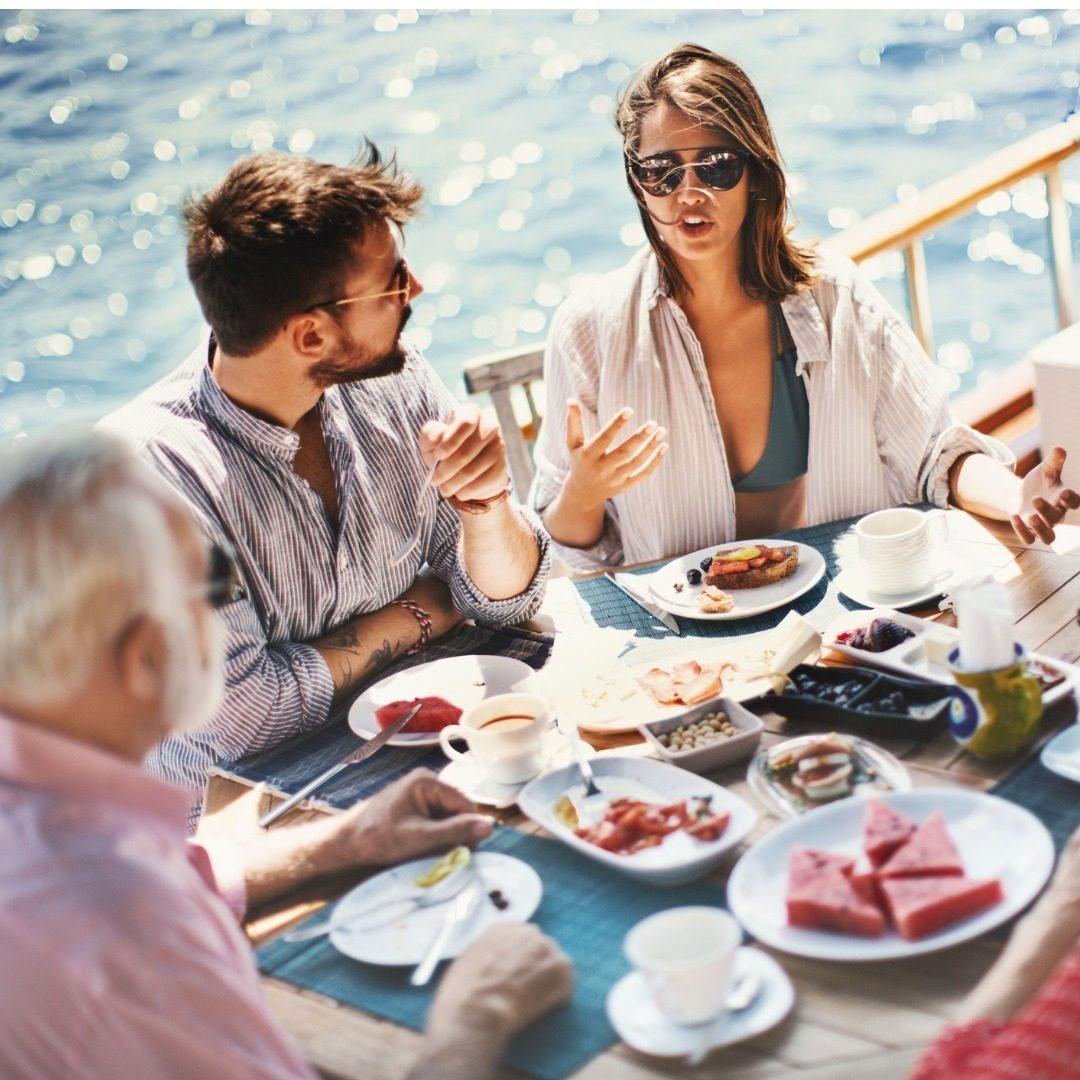 Glasses, Food, Tableware, Daytime, Table, Sunglasses, Eyewear, Dishware, Plate, Goggles