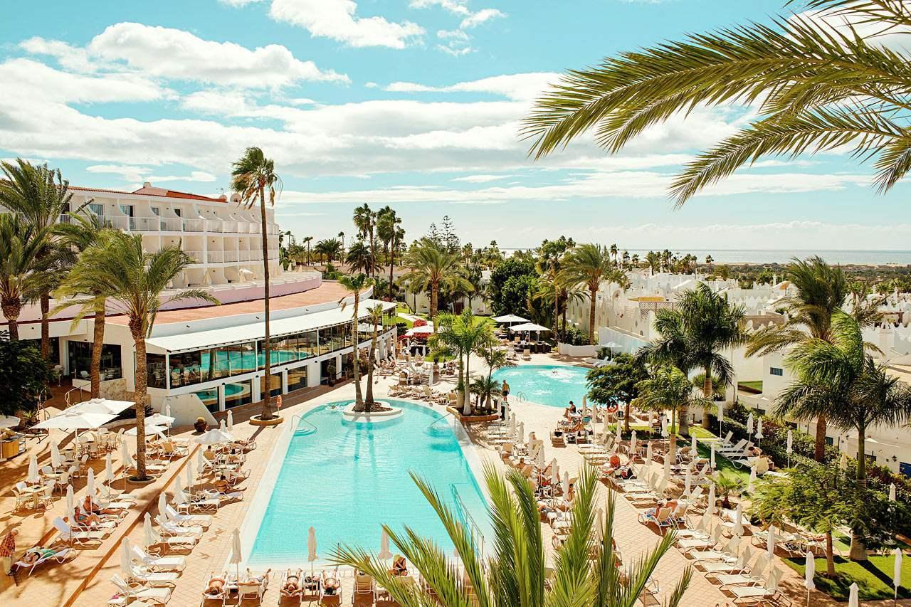 Seaside resort, Water, Cloud, Sky, Plant, Building, Property, Tree, Nature, Azure