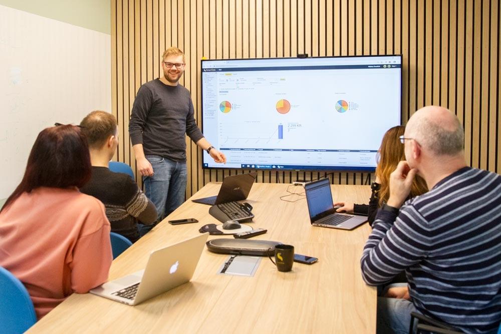 Personal computer, Communication Device, Table, Shirt, Laptop, Desk, Interaction
