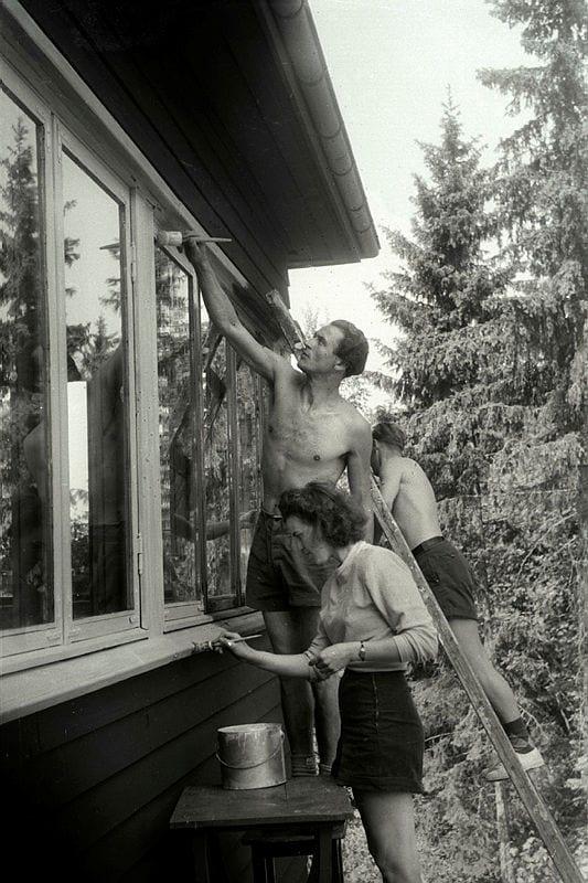 Human body, Shorts, Photograph, Building, Window, Leg, Black, Plant, Black-and-white, Tree