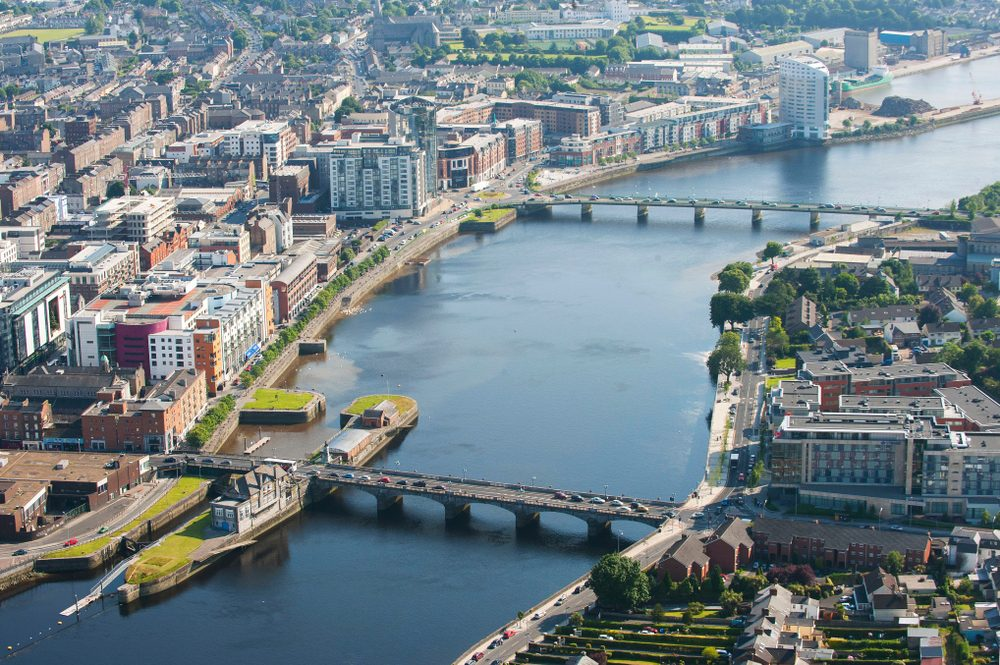 Body of water, Urban design, Building, Daytime, Infrastructure, Boat, Architecture, Cityscape