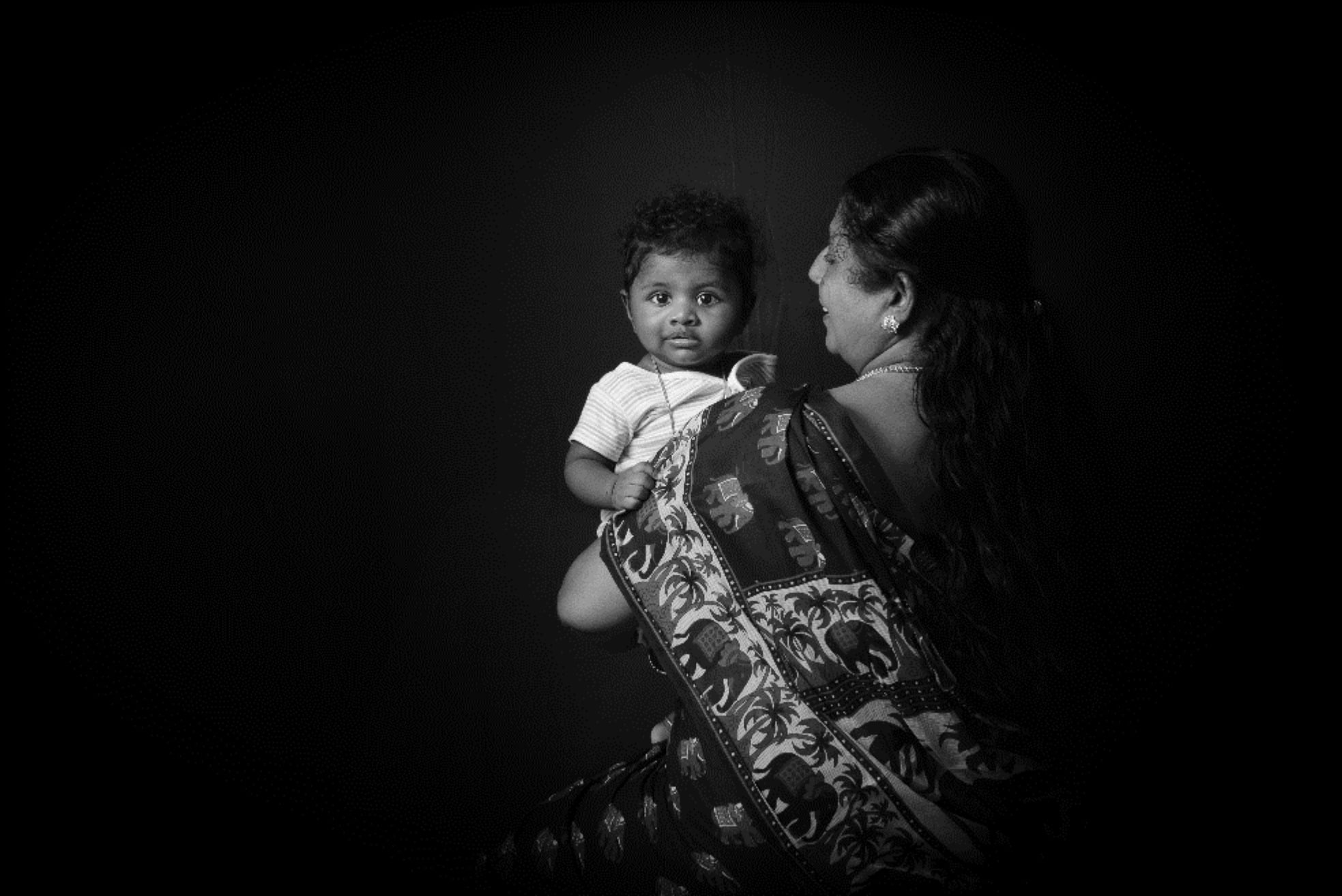 Flash photography, Toddler, Monochrome, Baby, Elbow