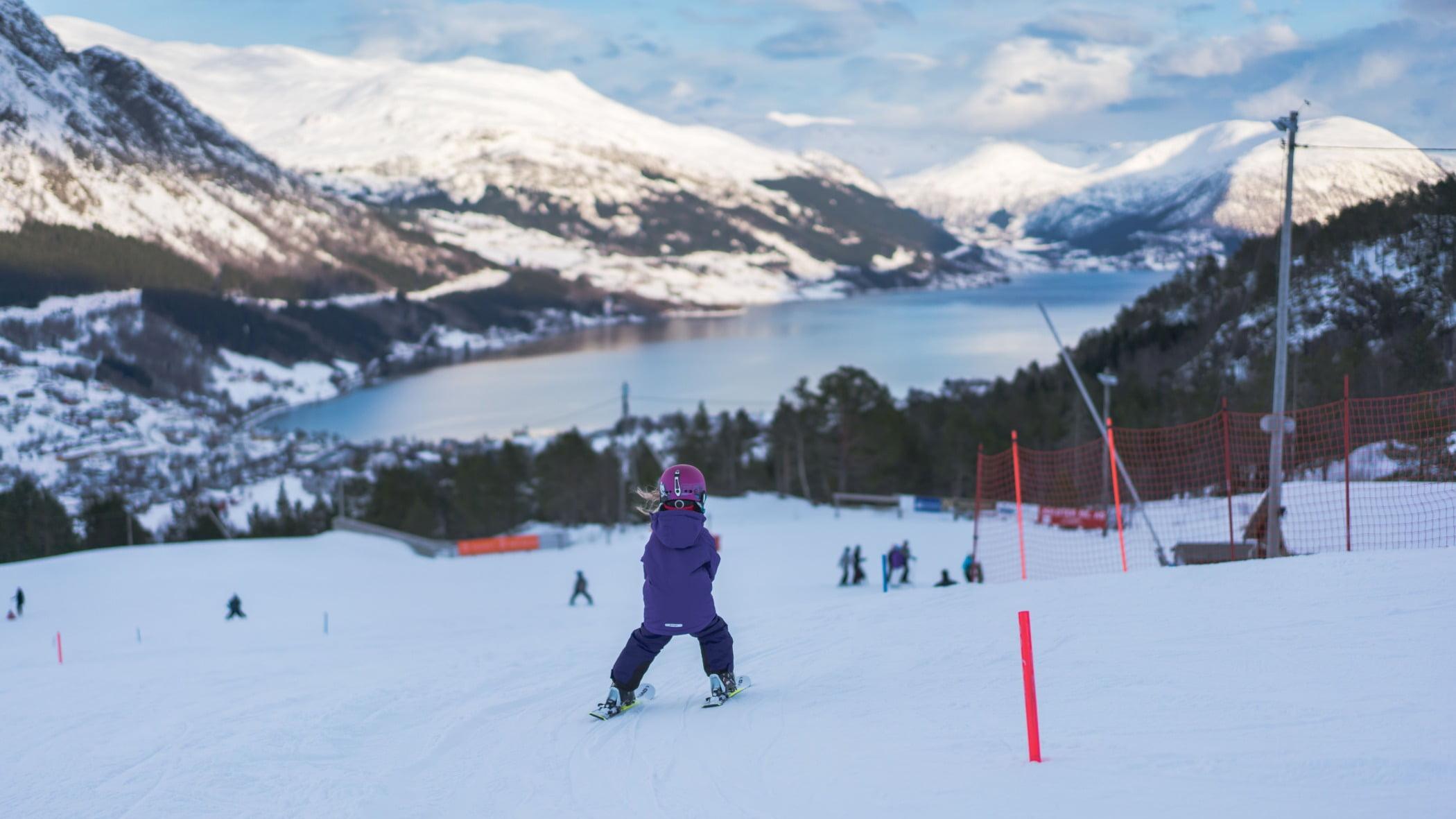 Outdoor recreation, Mountain range, Mountainous landforms, Winter sport, Leisure, Hill, Snow, Slope