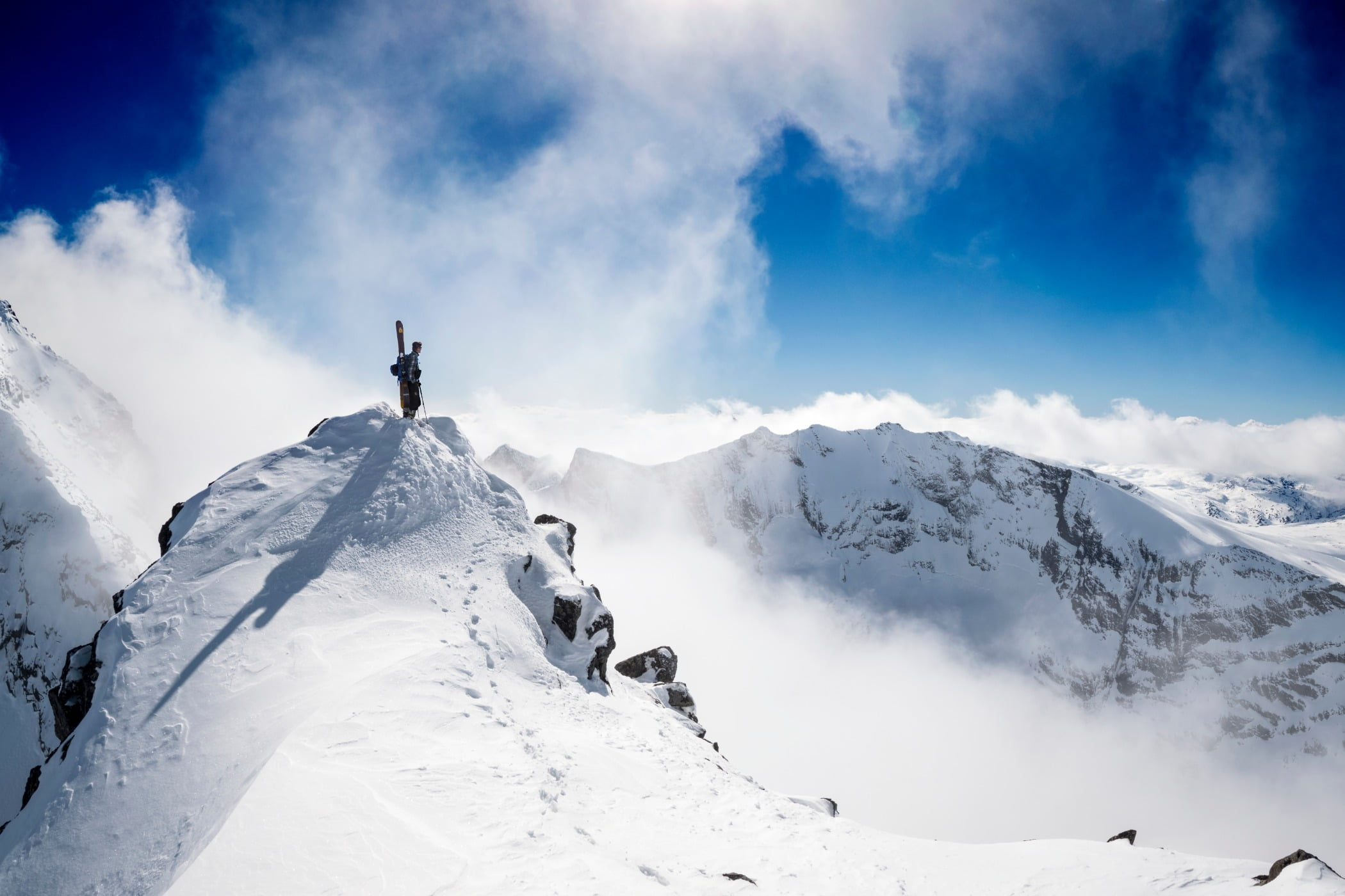 Glacial landform, Mountainous landforms, Adventure, Summit, Terrain, Mountain, Snow, Slope, Cloud, Winter