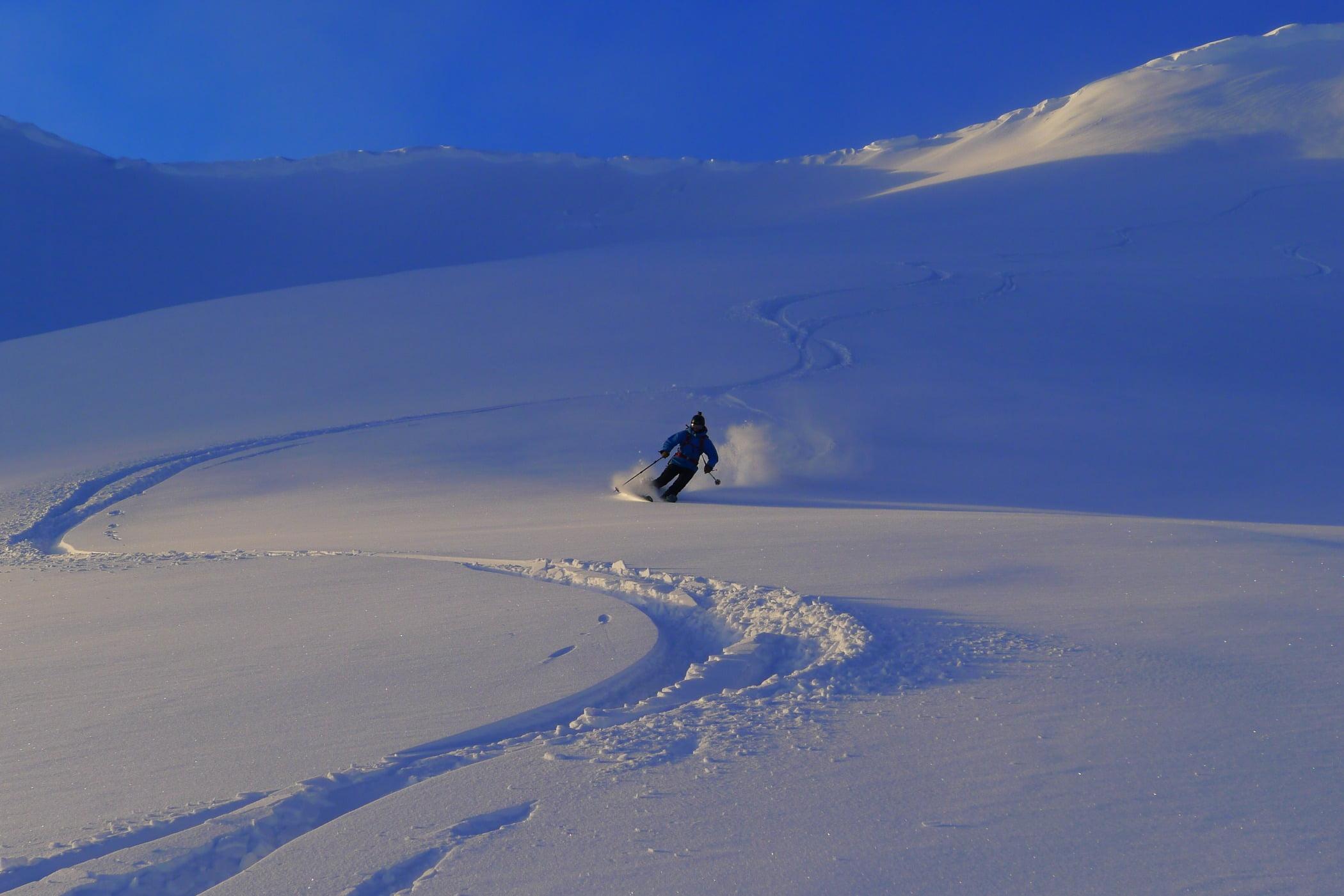 Geological phenomenon, Ice cap, Winter sport, Glacial landform, Adventure, Piste, Terrain, Atmosphere, Slope