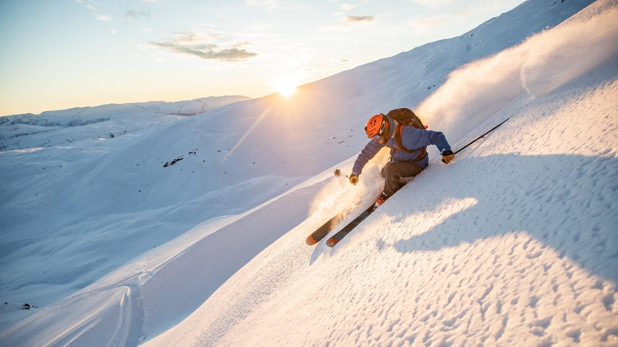 People in nature, Glacial landform, Outdoor recreation, Winter sport, Terrain, Piste, Snow, Slope