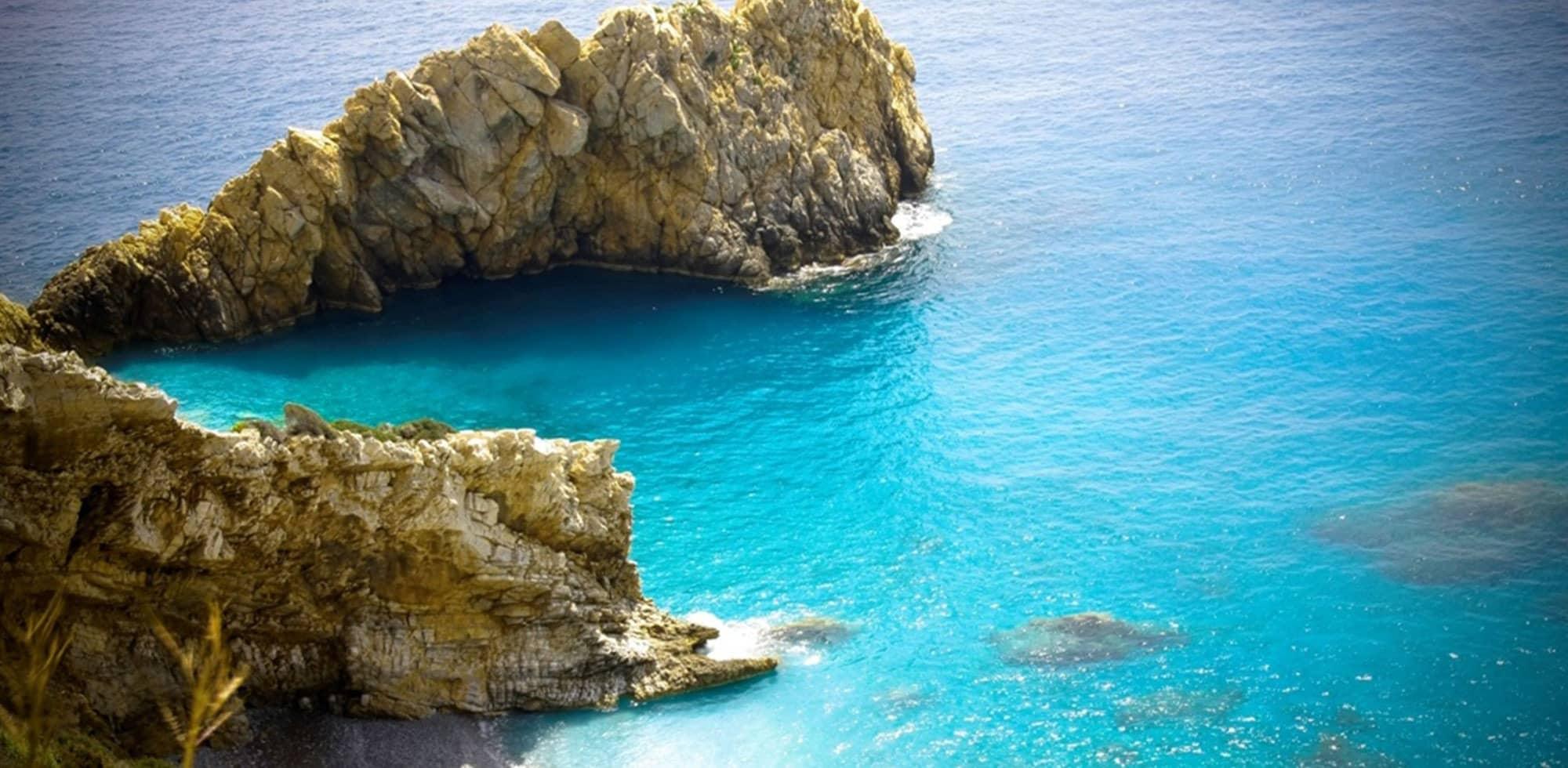 IKARIA-PRIONI-BEACH.jpg