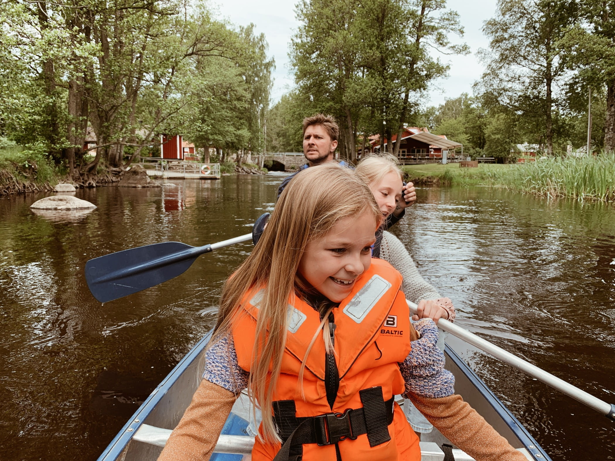 Boats and boating--Equipment and supplies, Water, Smile, Boat, Watercraft, Plant, Vehicle, Tree, Nature, Lifejacket