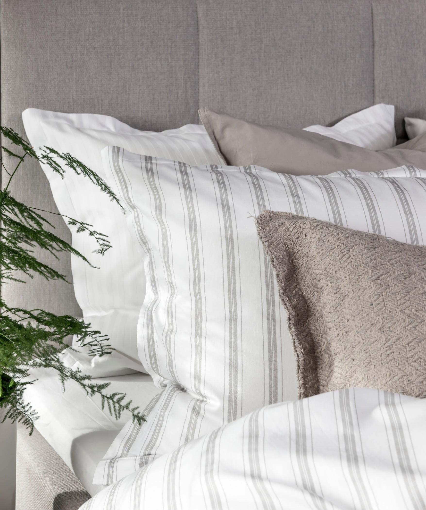 Interior design, studio couch, Living room, Furniture, White, Comfort, Textile, Pillow, Grey