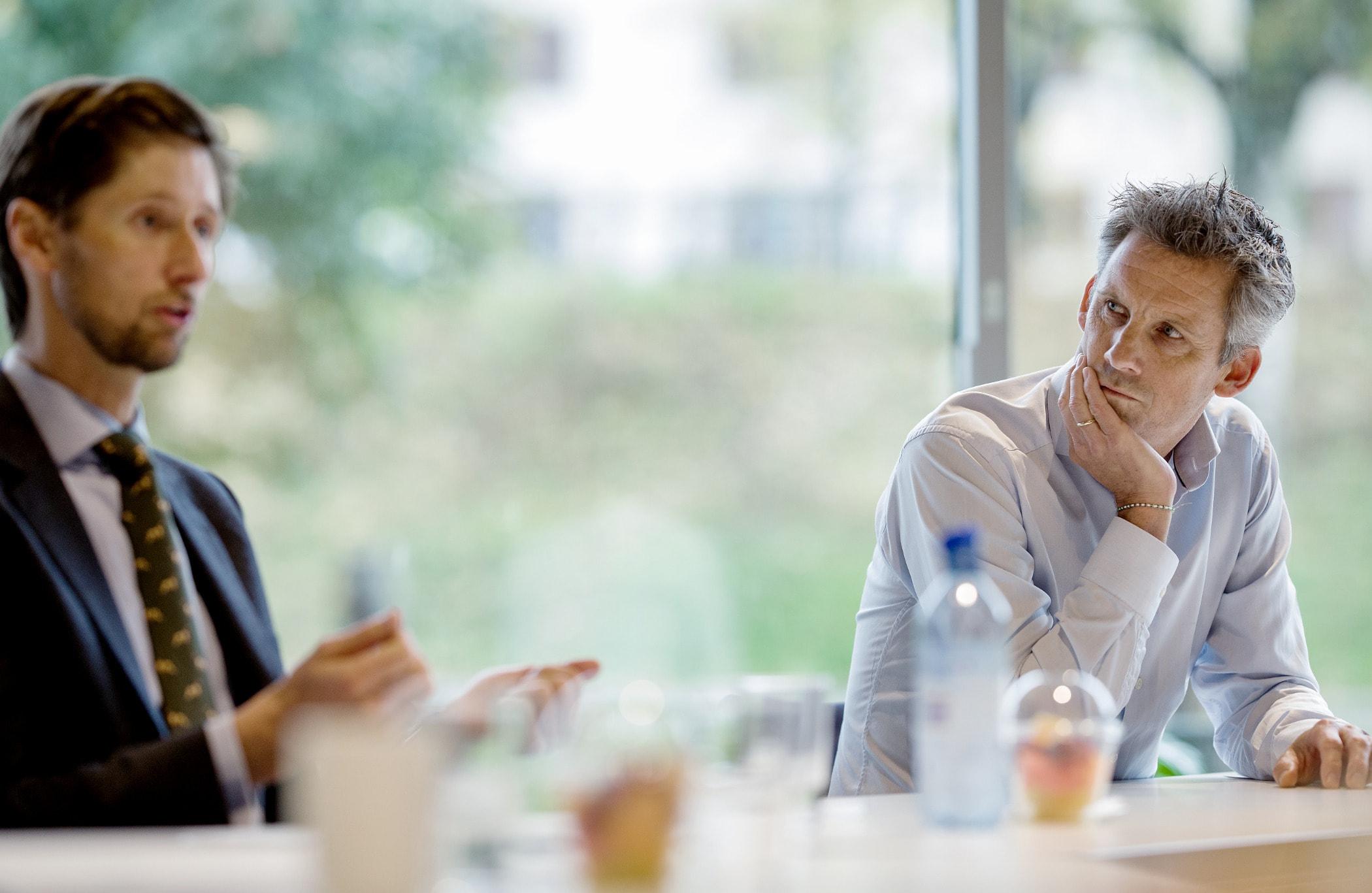 White-collar worker, Conversation