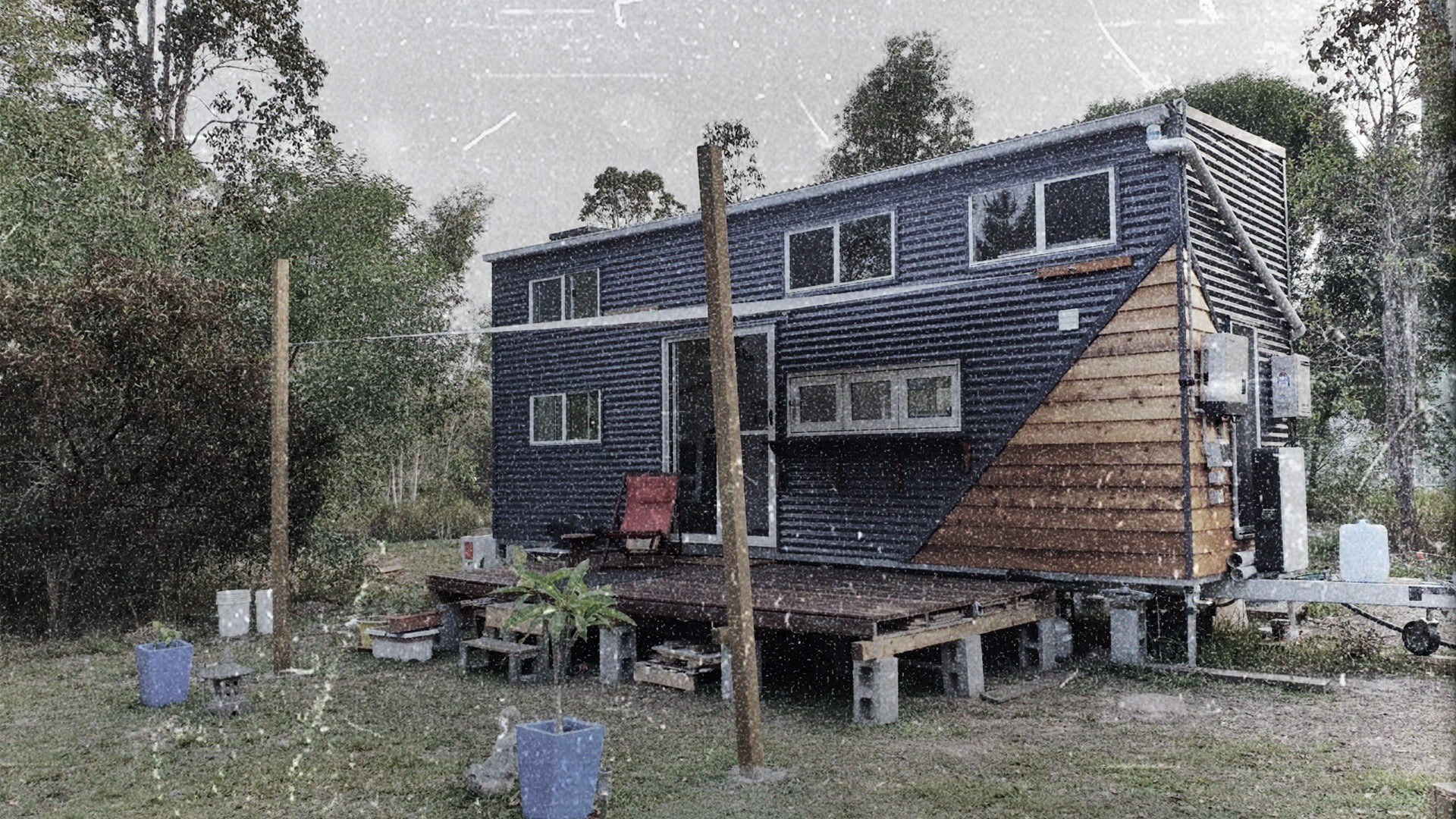 Mobile home, Building, Window, Plant, Tree, Sky, House, Wood, Cottage
