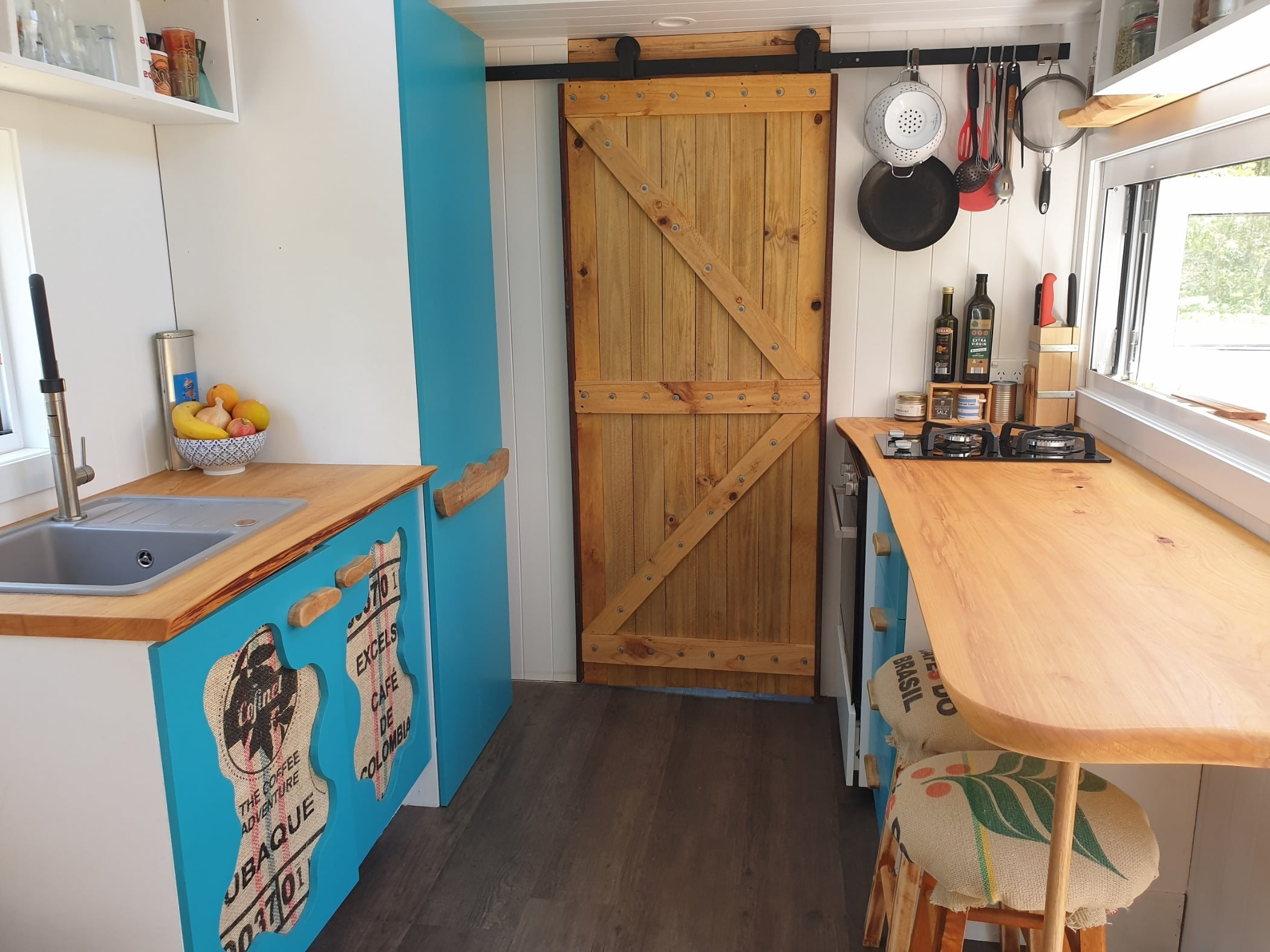 Kitchen sink, Interior design, Property, Cabinetry, Furniture, Wood, Window, Flooring