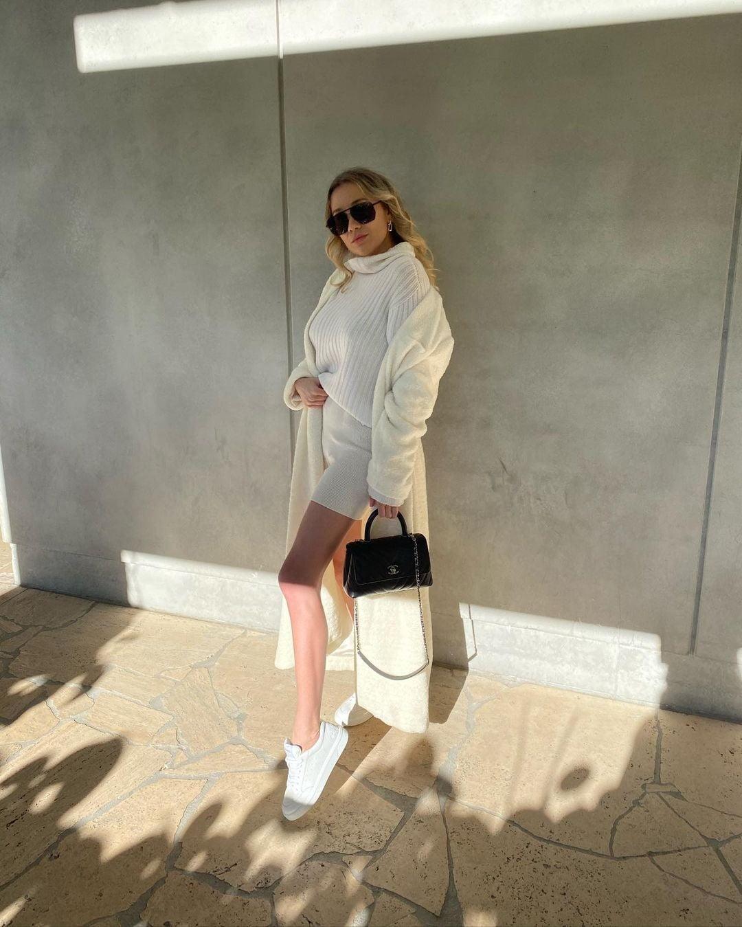 Street fashion, Human leg, Beige, Thigh, Knee, Bag, Style, Sunglasses, Shoulder, Eyewear