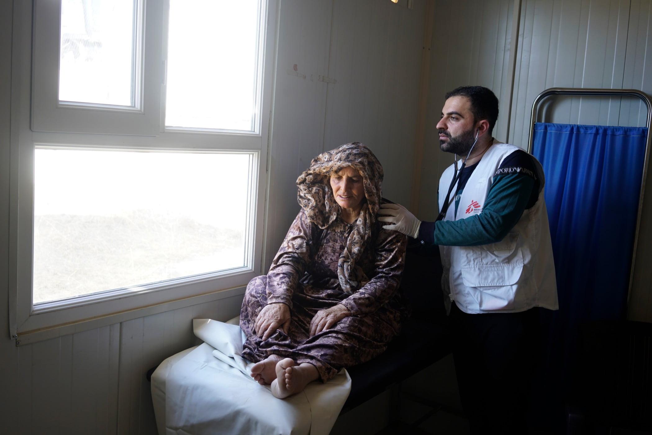 Flash photography, Window, Leg, Comfort, Textile, Beard, Wood