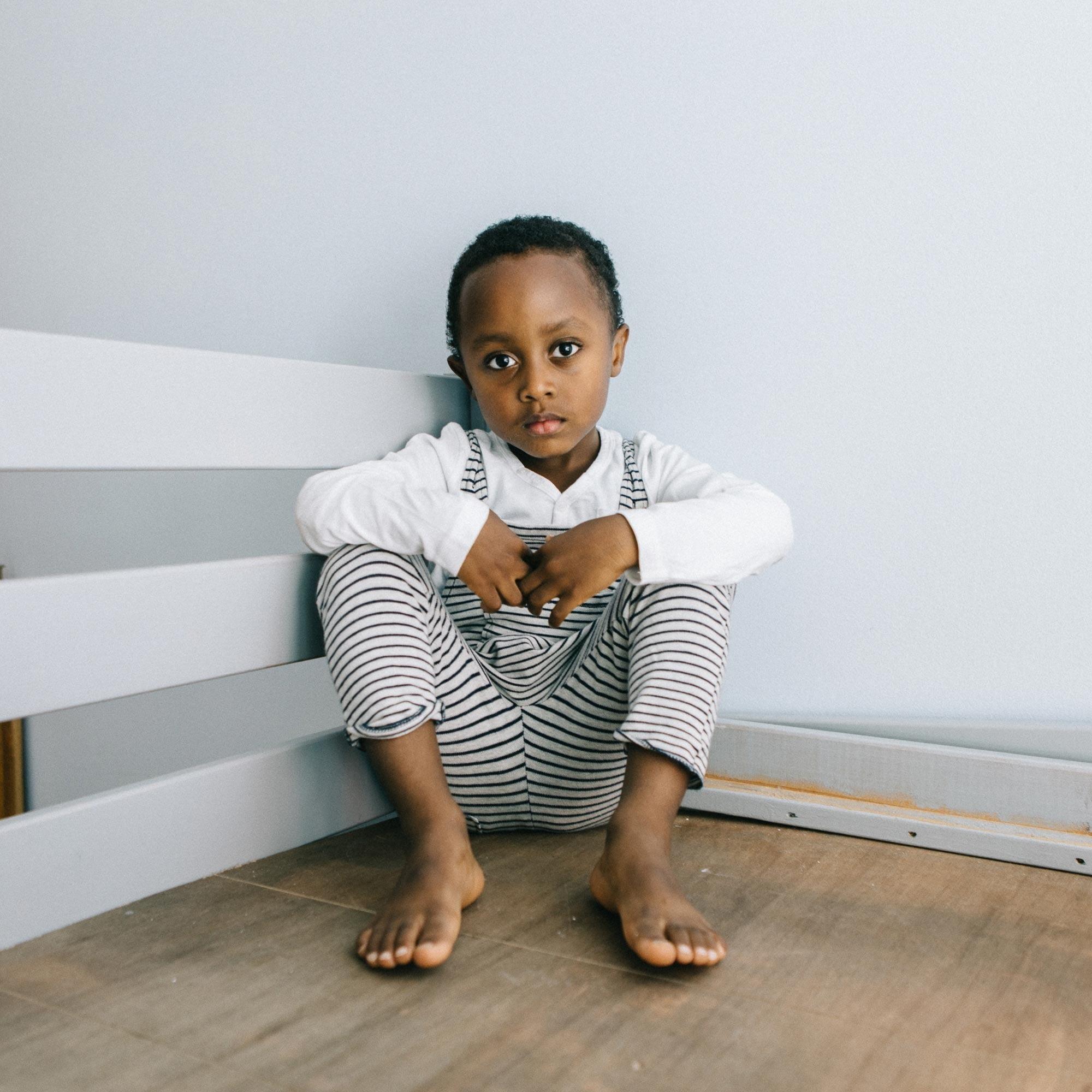 Human body, Comfort, Toe, Barefoot, Sitting, Flooring, Floor, Elbow, Shoulder, Finger