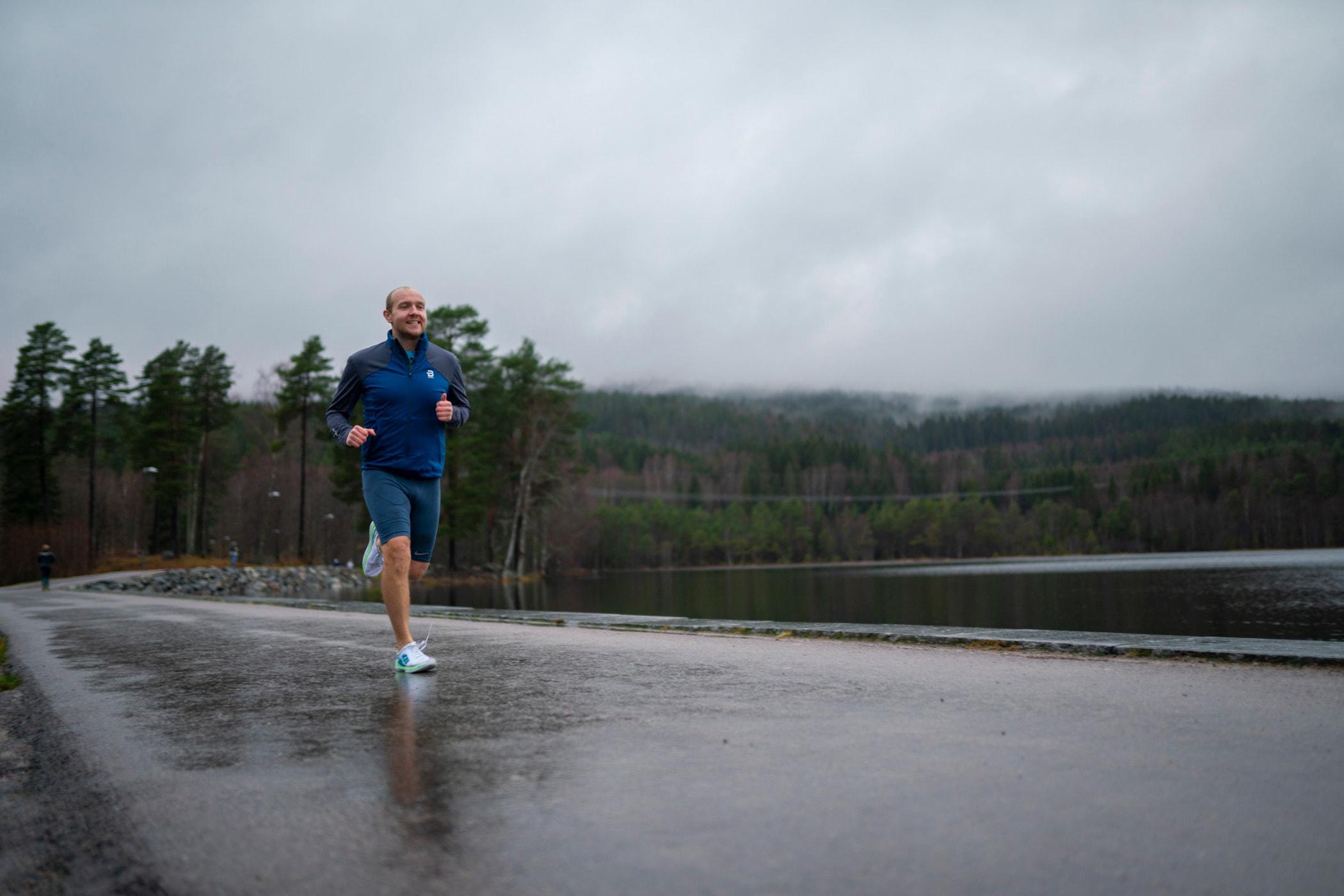 Individual sports, Long-distance running, Atmospheric phenomenon, Outdoor recreation, Water, Sky, Ultramarathon, Jogging
