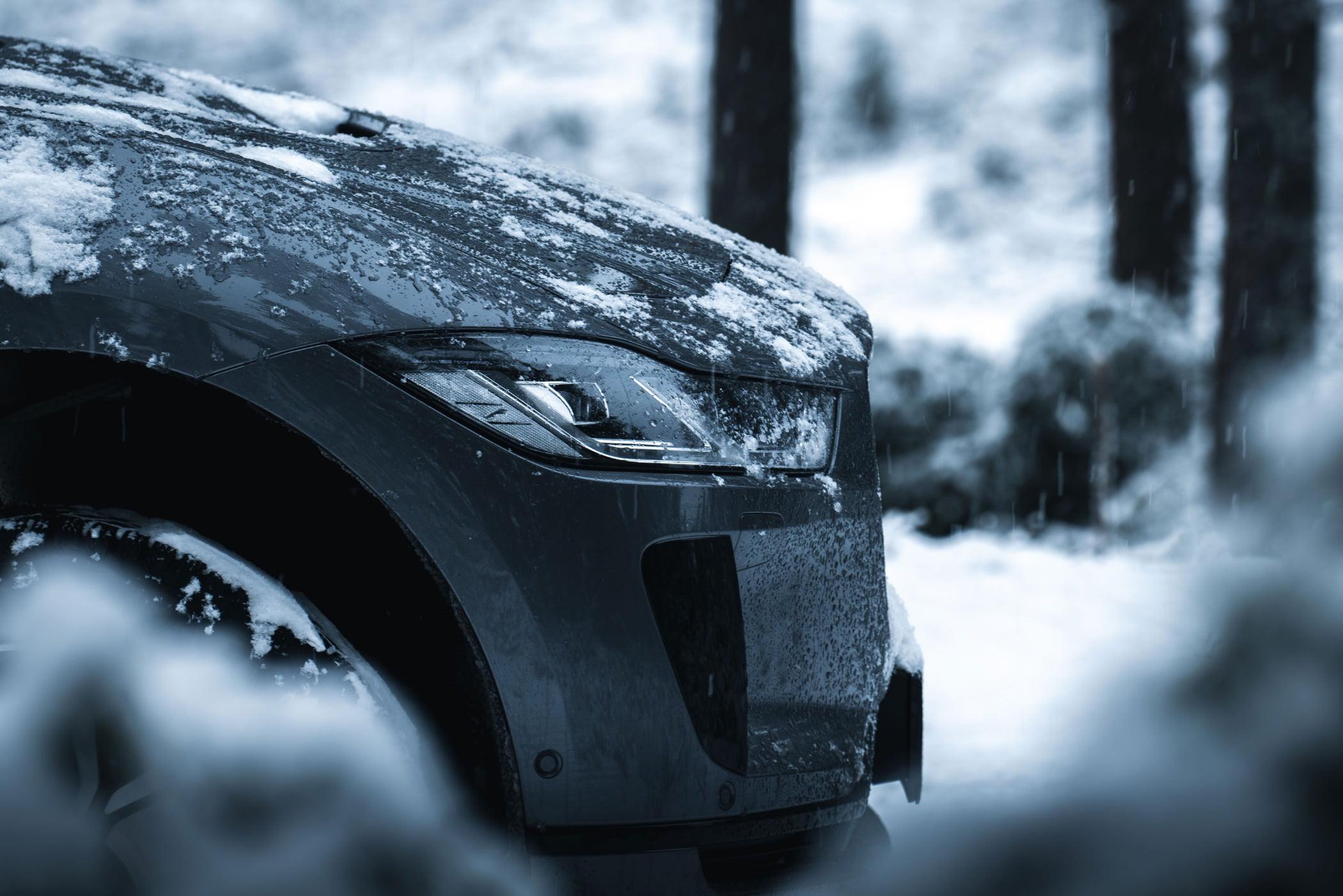 Automotive tire, Motor vehicle, Wheel, Car, Snow, Black, White