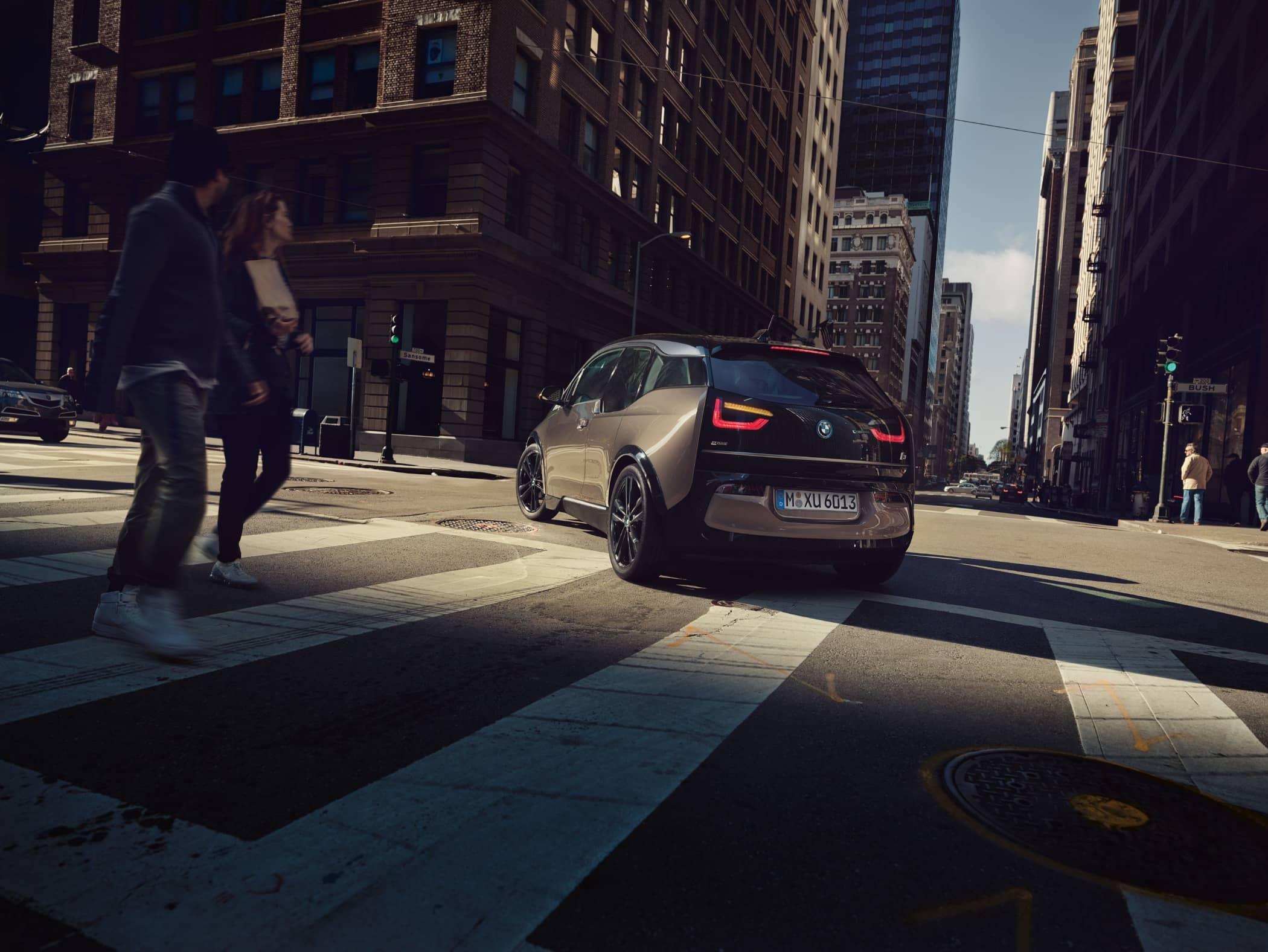 Mode of transport, Urban area, Automotive design, Land vehicle, Lane, Street, Road, Car