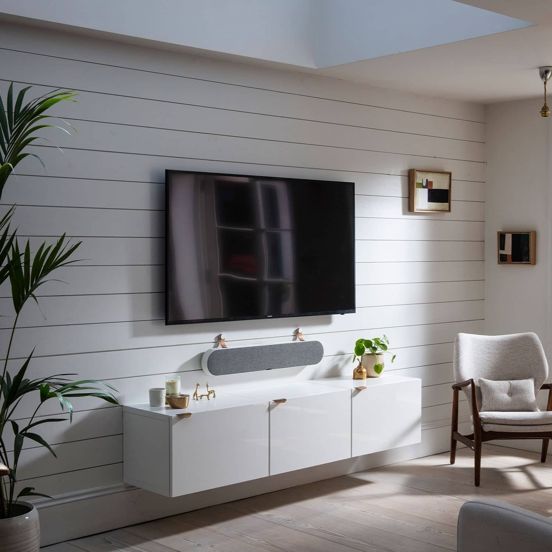 Interior design, Wall, Ceiling, Tile, Floor, Property, Furniture, Bathroom, White, Room