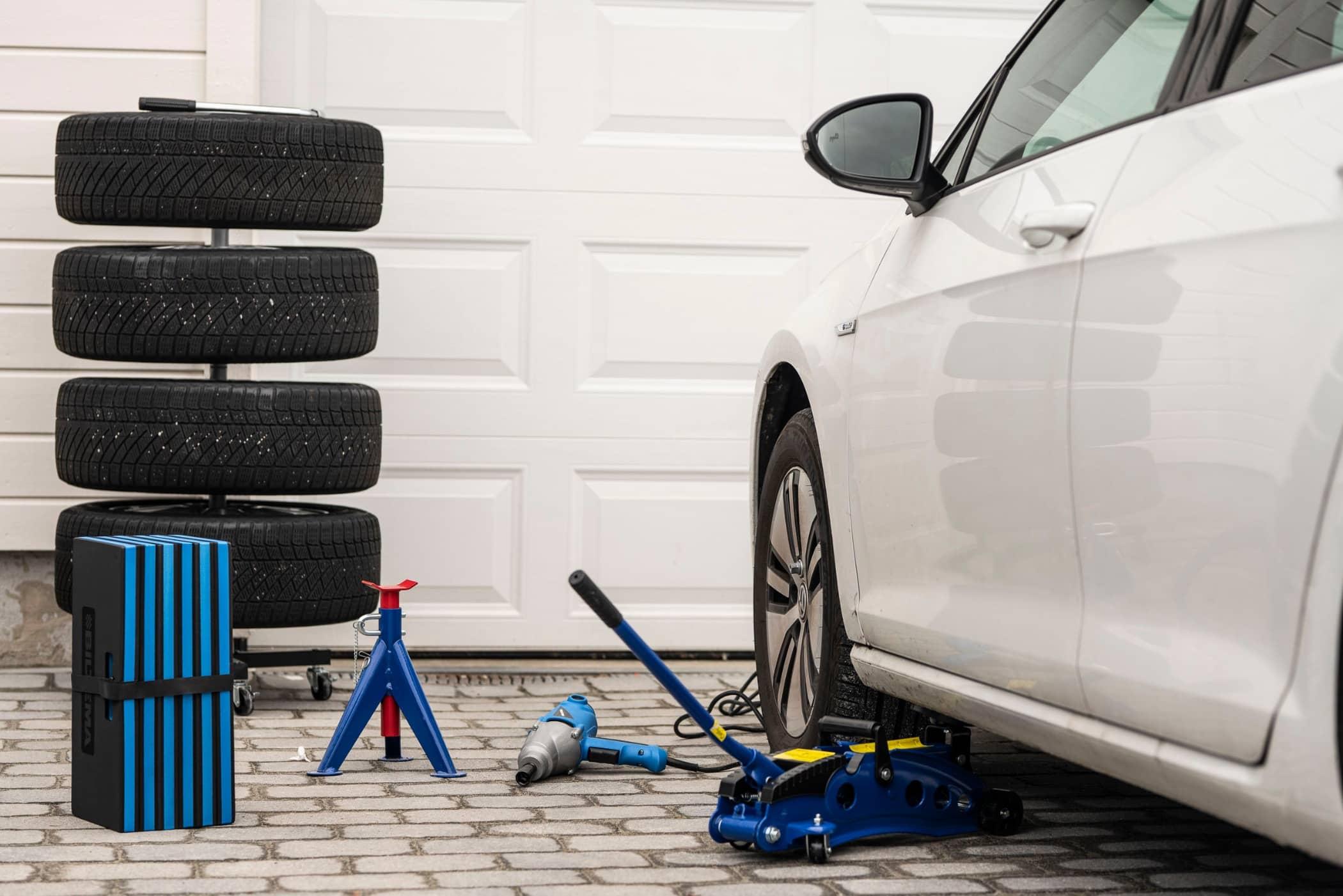 Luxury vehicle, Alloy wheel, Automotive design, Car, Rim, Tire