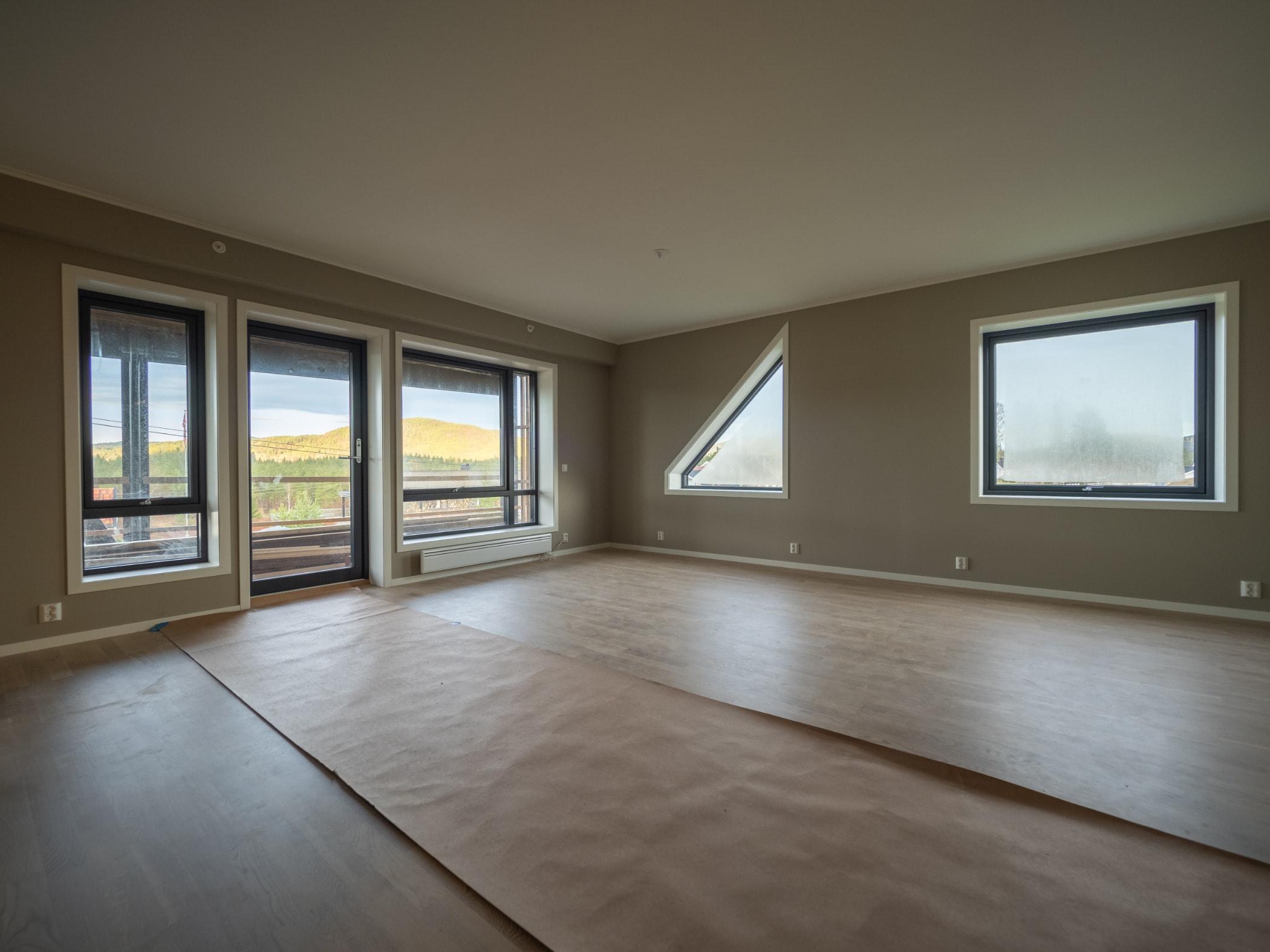 Laminate flooring, Building, Hardwood, Ceiling, Daylighting, Property, Room, Floor