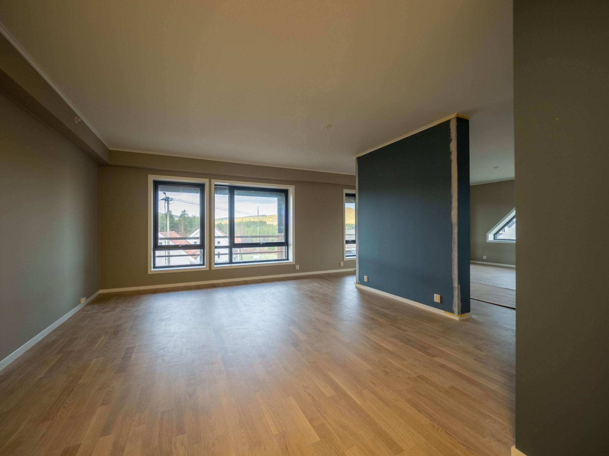 Wood flooring, Daylighting, Building, Hardwood, Property, Room, Floor