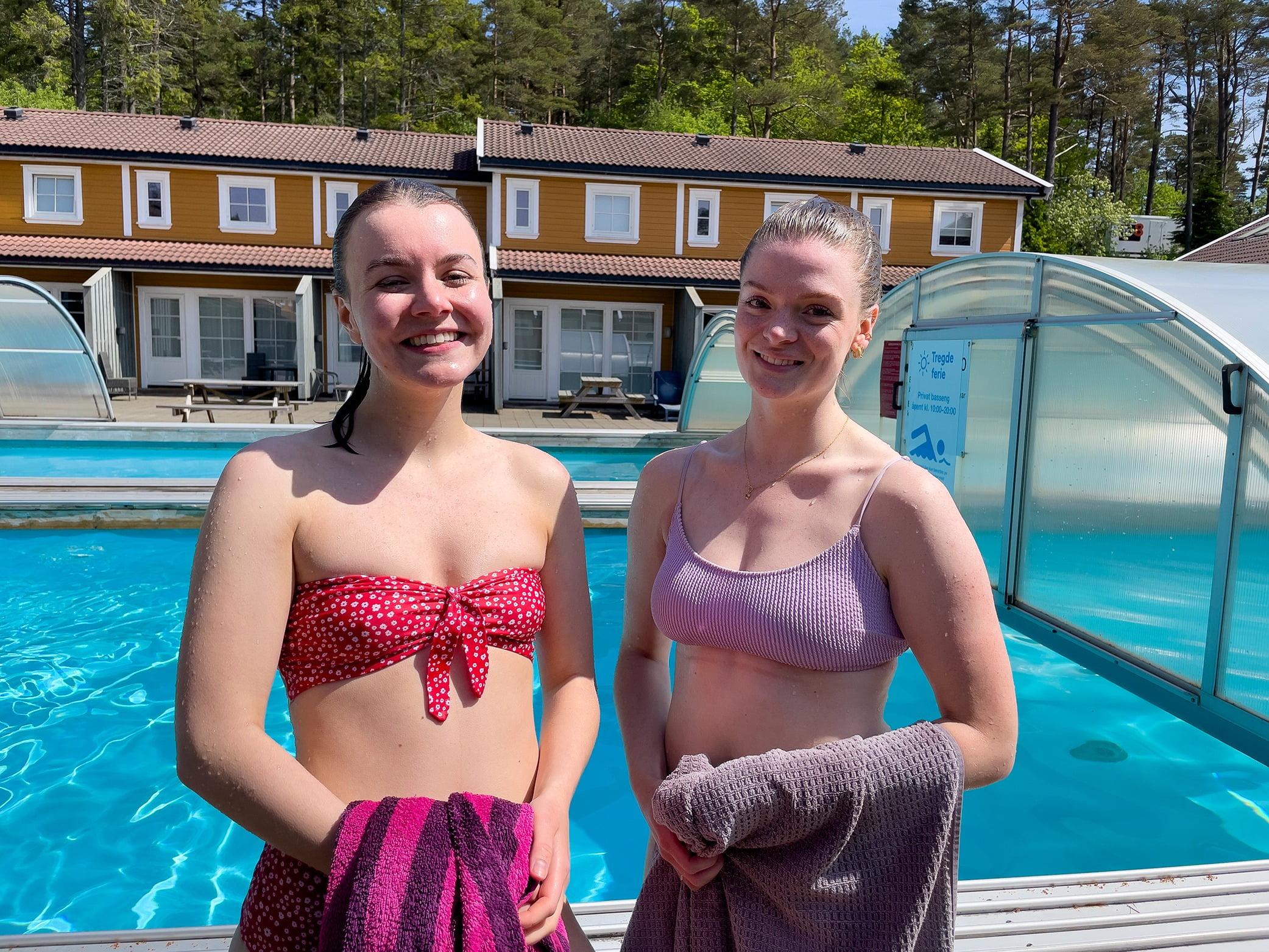 Swimming pool, Smile, Water, Window, Blue, Swimwear, Waist, Happy, Thigh, Travel