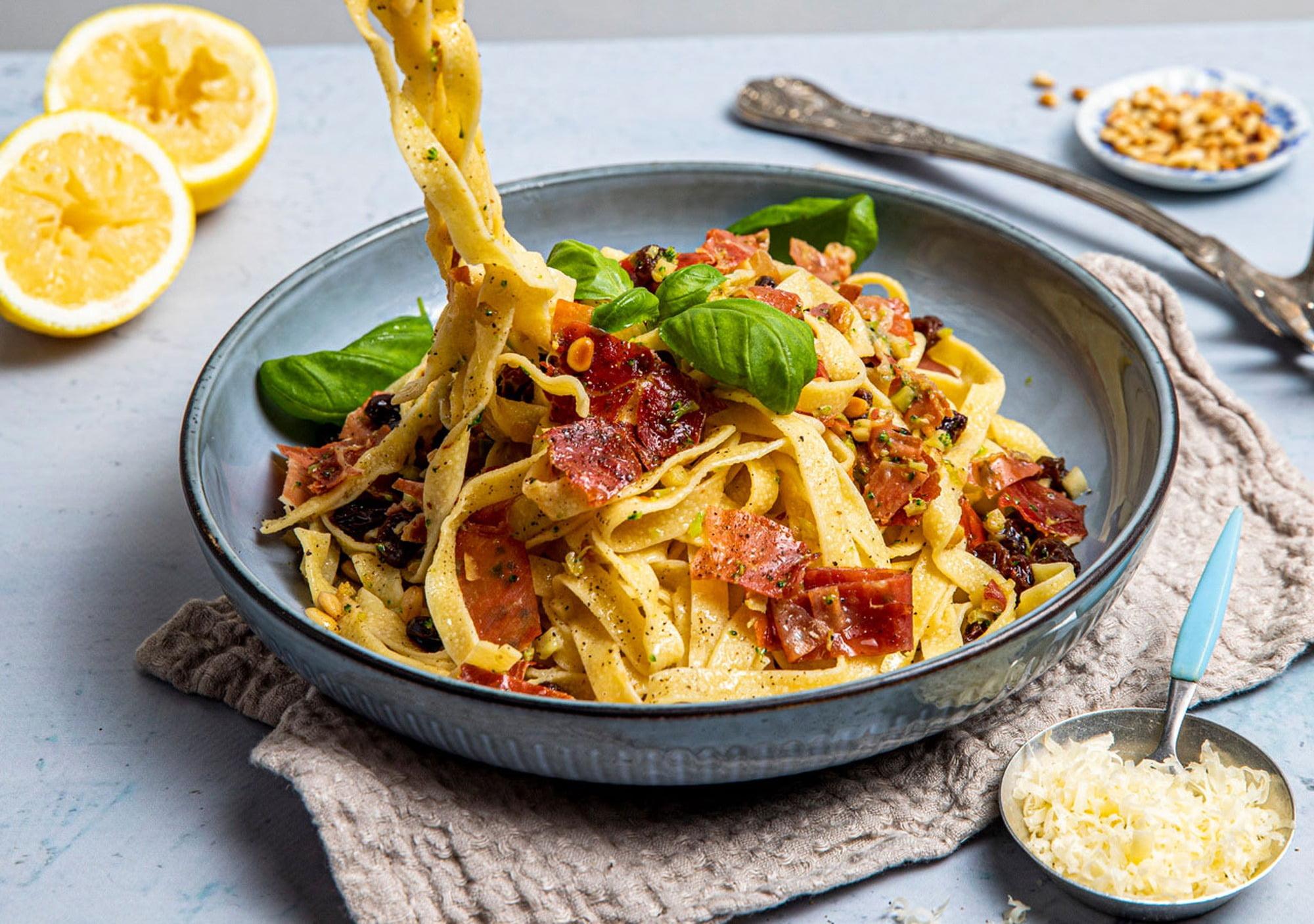 Staple food, Tableware, Rangpur, Ingredient, Yellow, Recipe, Cuisine, Plate, Noodle