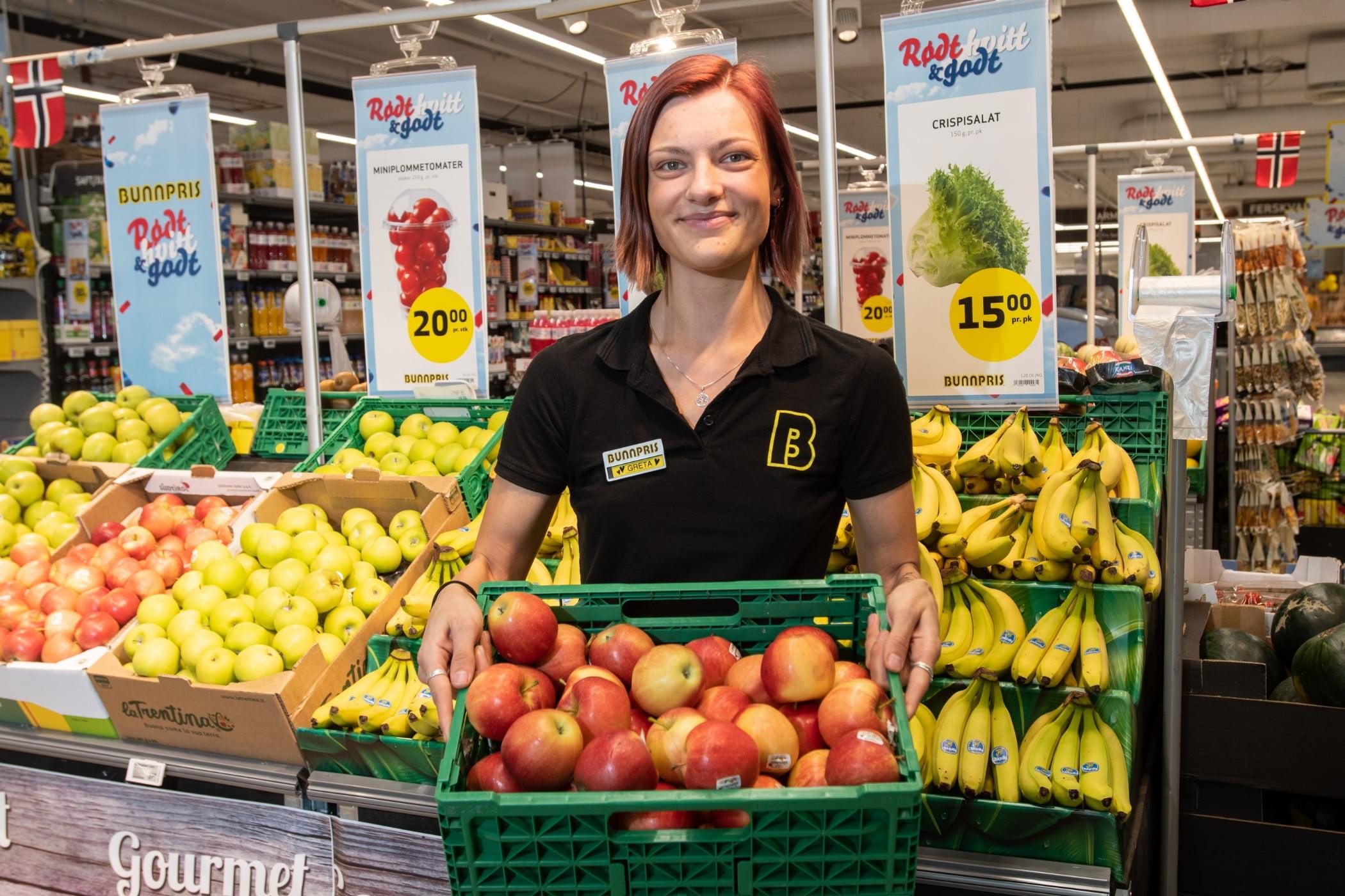Natural foods, Food group, Smile, Plant, Tire, Selling, Wheel, Fruit, Greengrocer