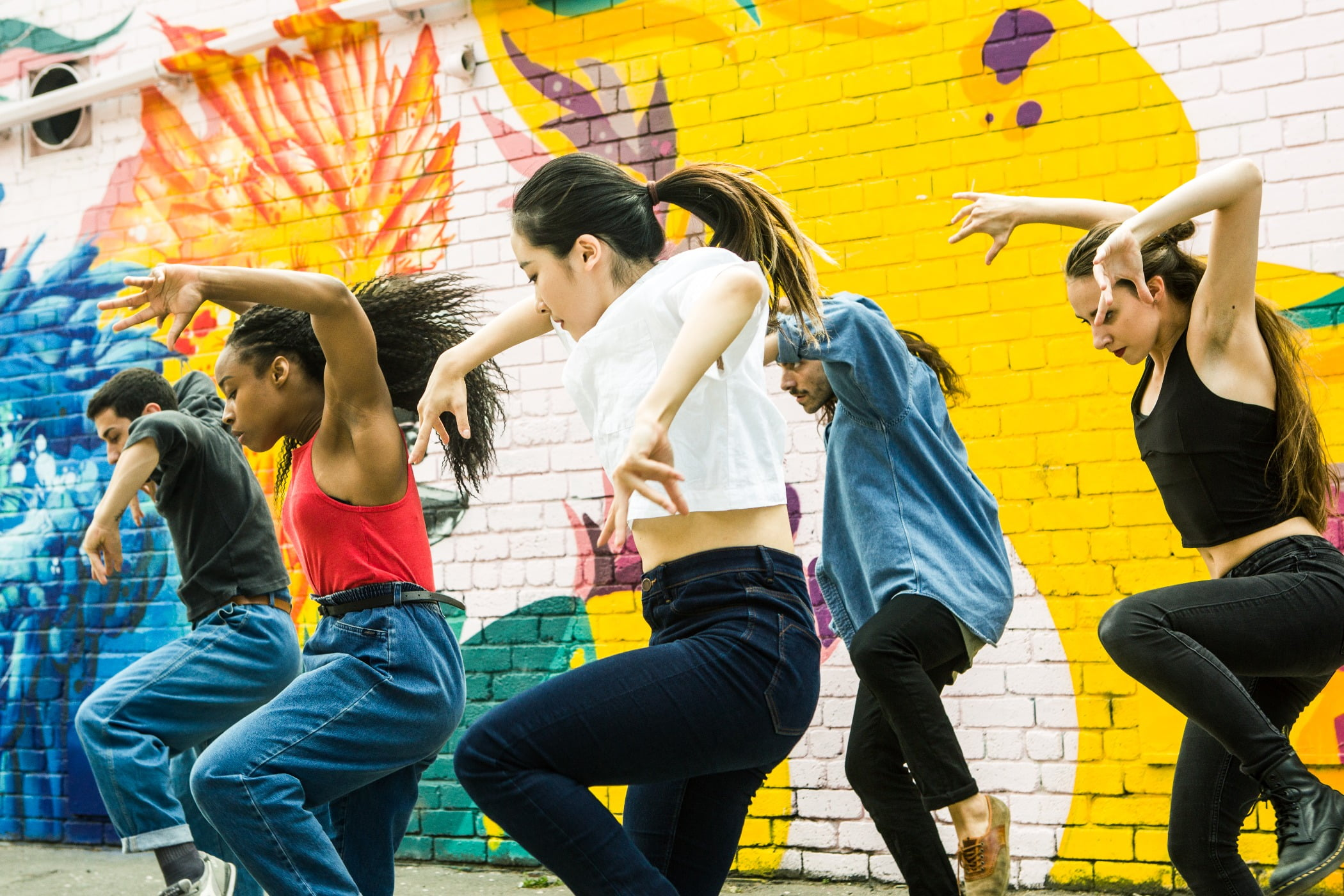 Performing arts, Social group, Trousers, Shoe, Yellow, Dance, Entertainment, Happy, Artist, Leisure