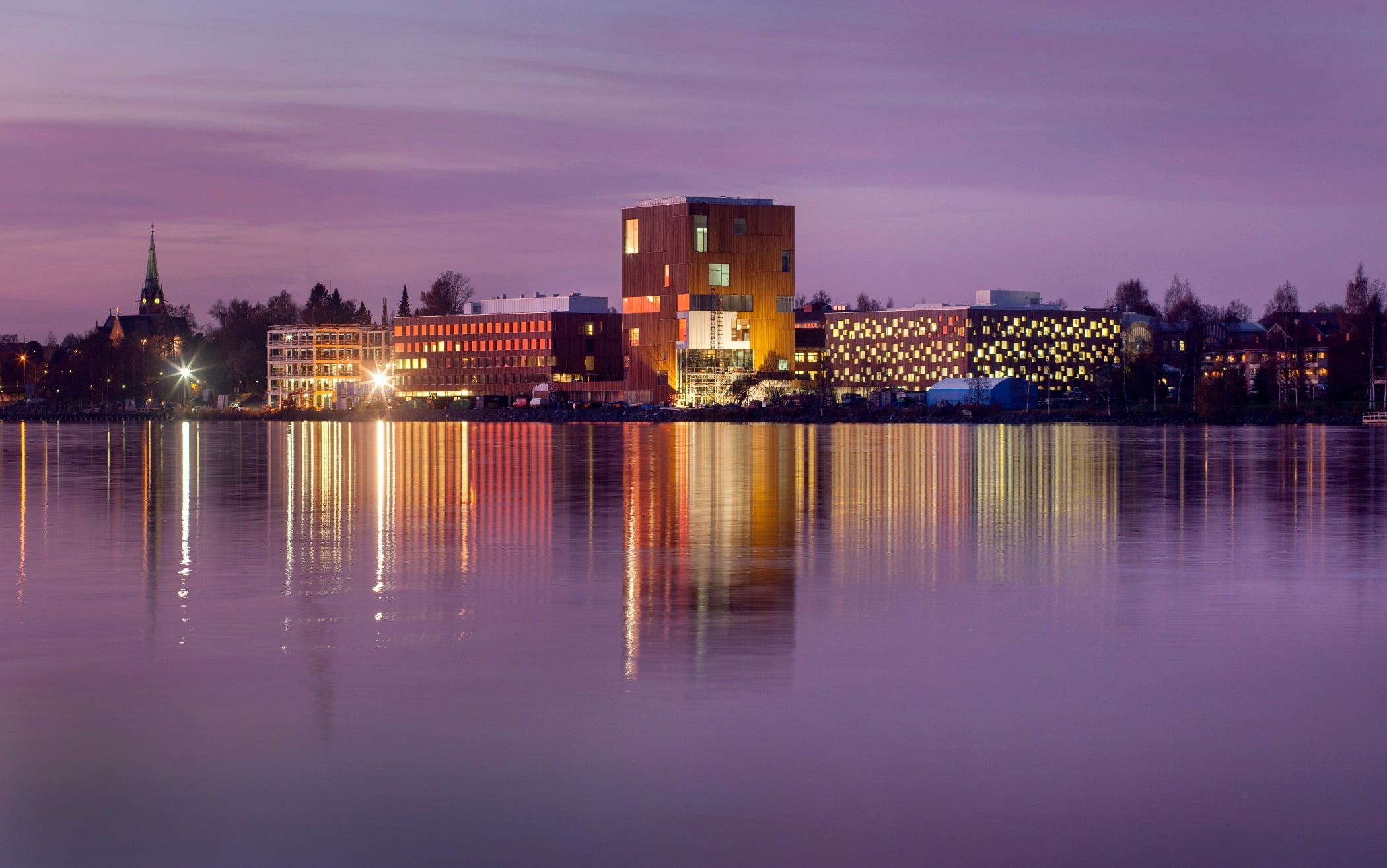 Body of water, Tower block, Sky, Building, Cloud, Purple, Dusk, Lake
