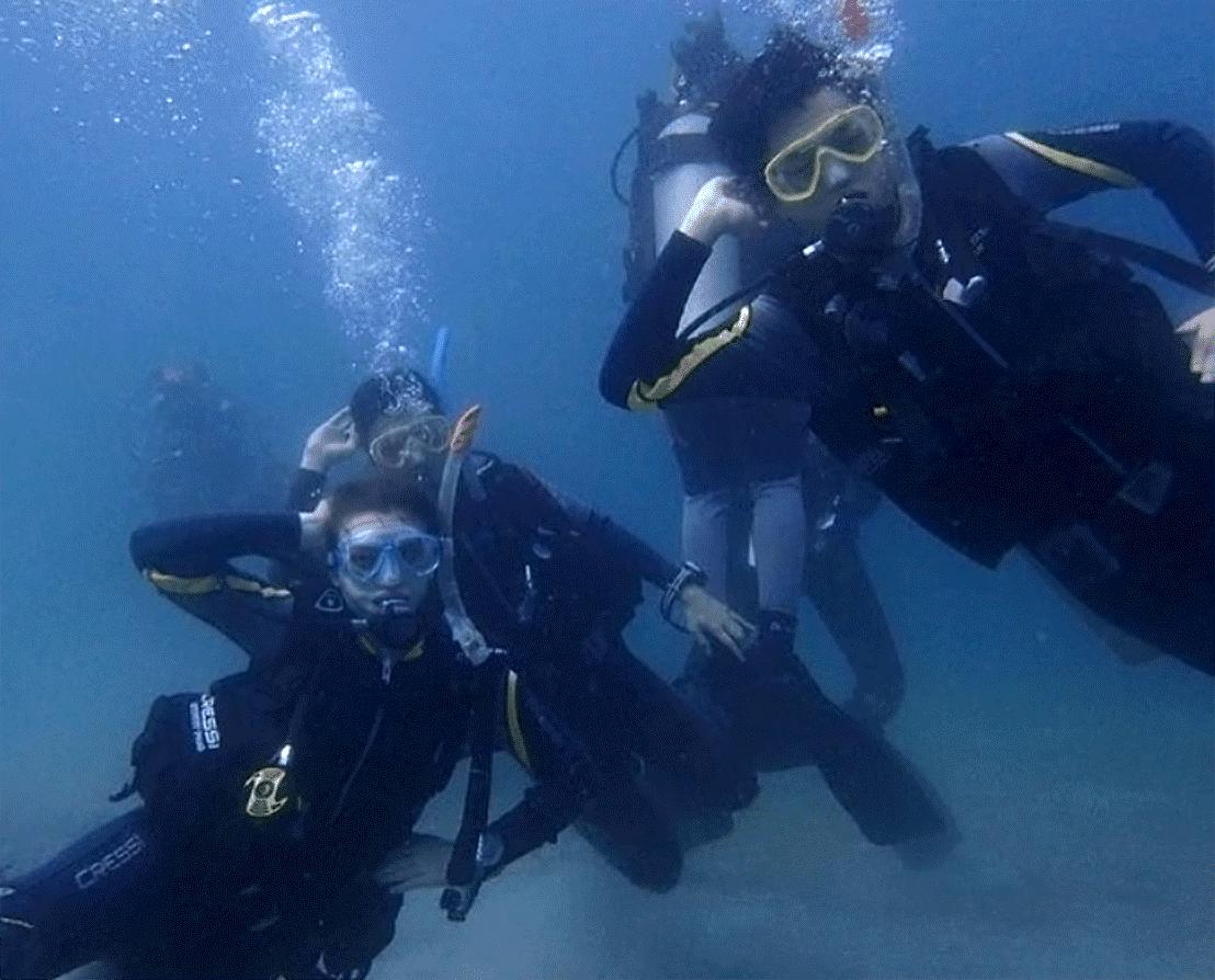 Underwater diving, Outdoor recreation, Oxygen mask, Water, Divemaster, Fluid