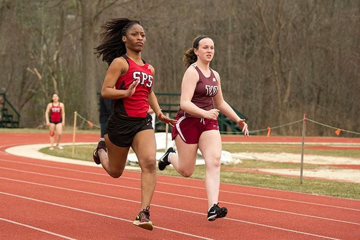 Track and field athletics, Active shorts, Sports uniform, Middle-distance running, Shoe, Muscle, Thigh