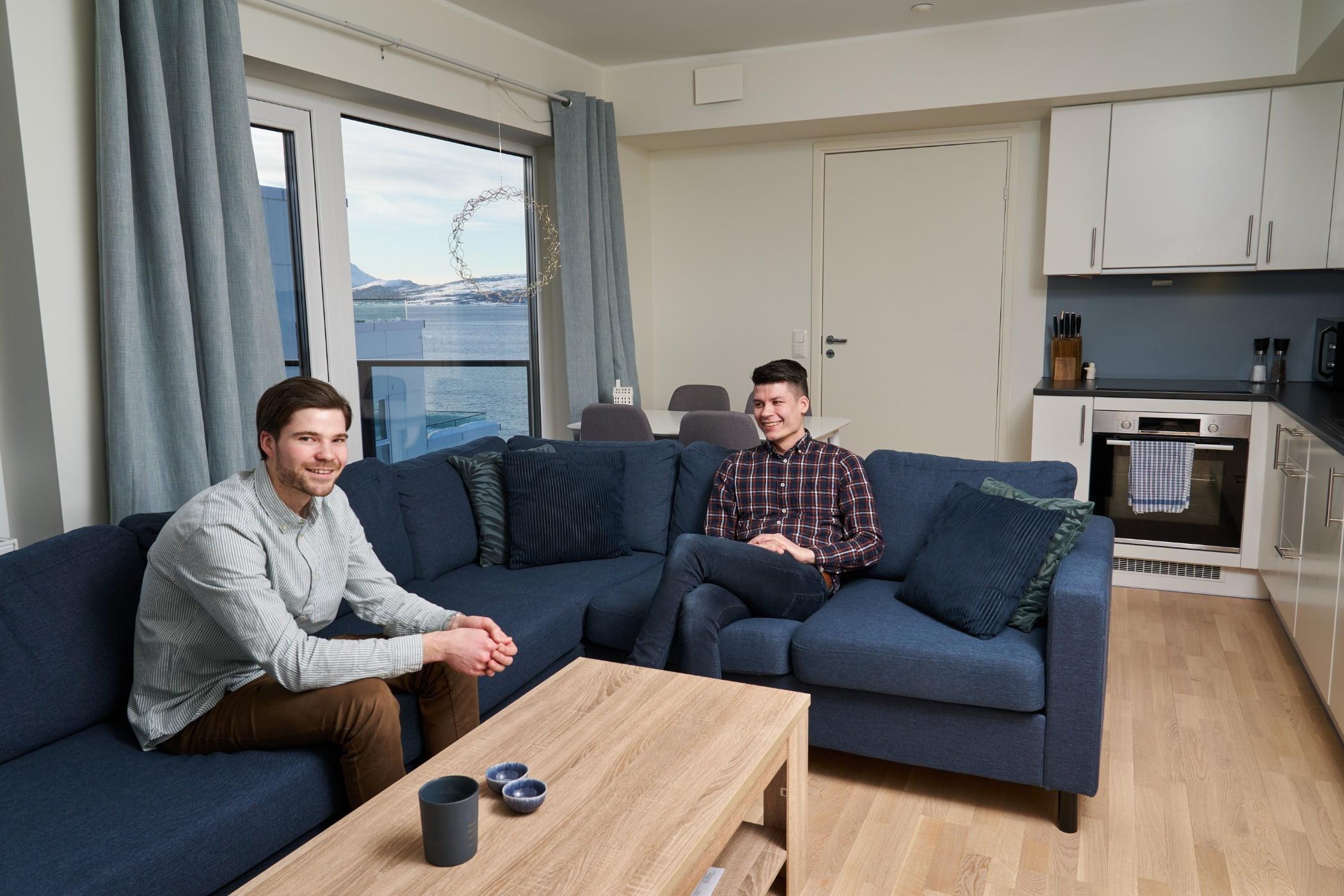 studio couch, Furniture, Comfort, Table, Building, Flooring, Window, Floor, Curtain