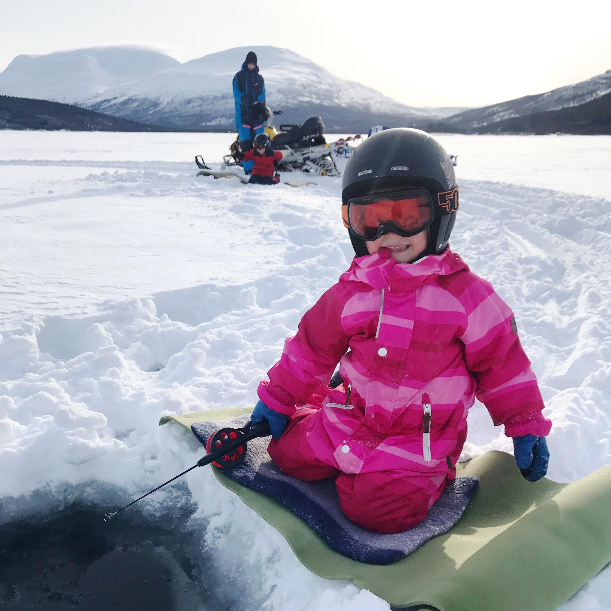 Sports equipment, Winter sport, Sky, Helmet, Snow, White, Mountain, Glove, Sleeve, Vehicle