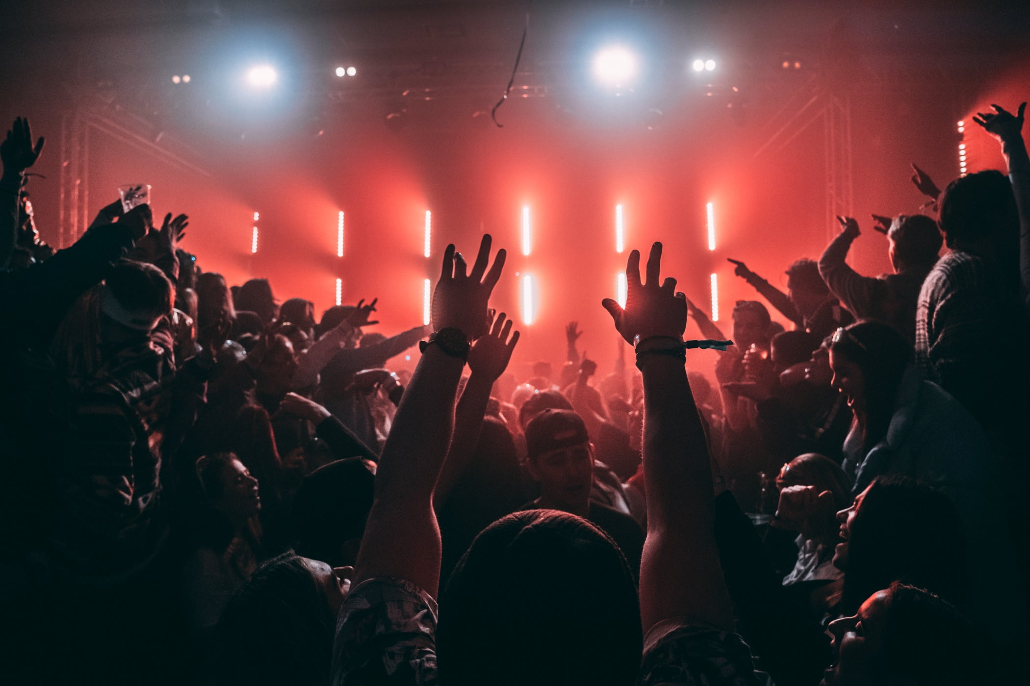 Performing arts, Social group, Audience, Hand, Music, Entertainment, Event, People, Crowd, Finger